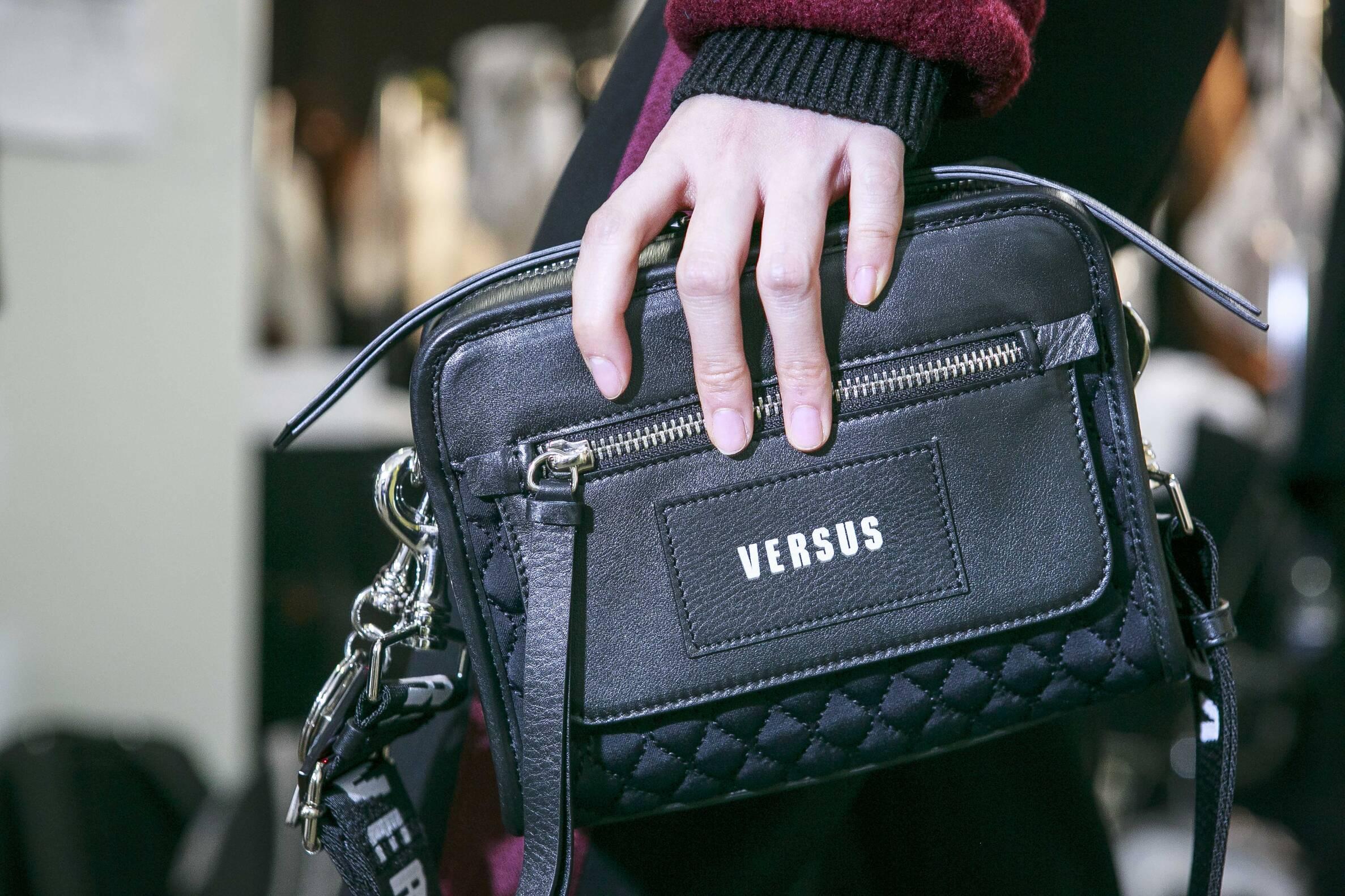 2017 Detail Backstage Versus Versace