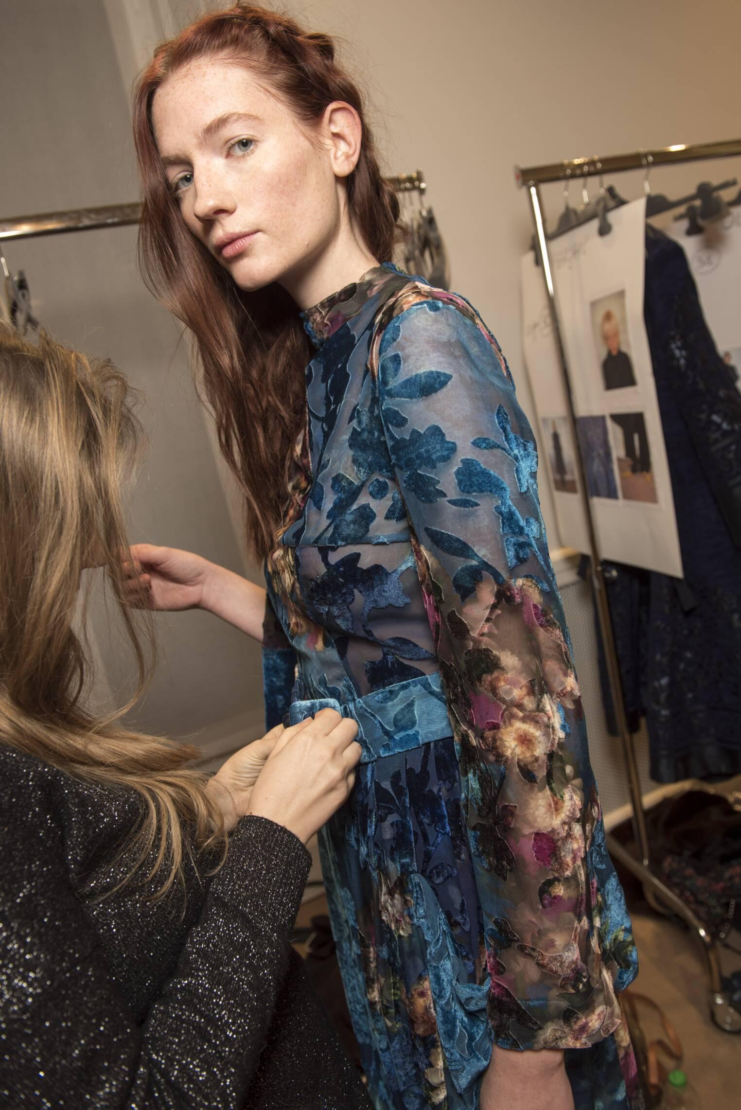 2017 Model Backstage Alberta Ferretti Pre Fall