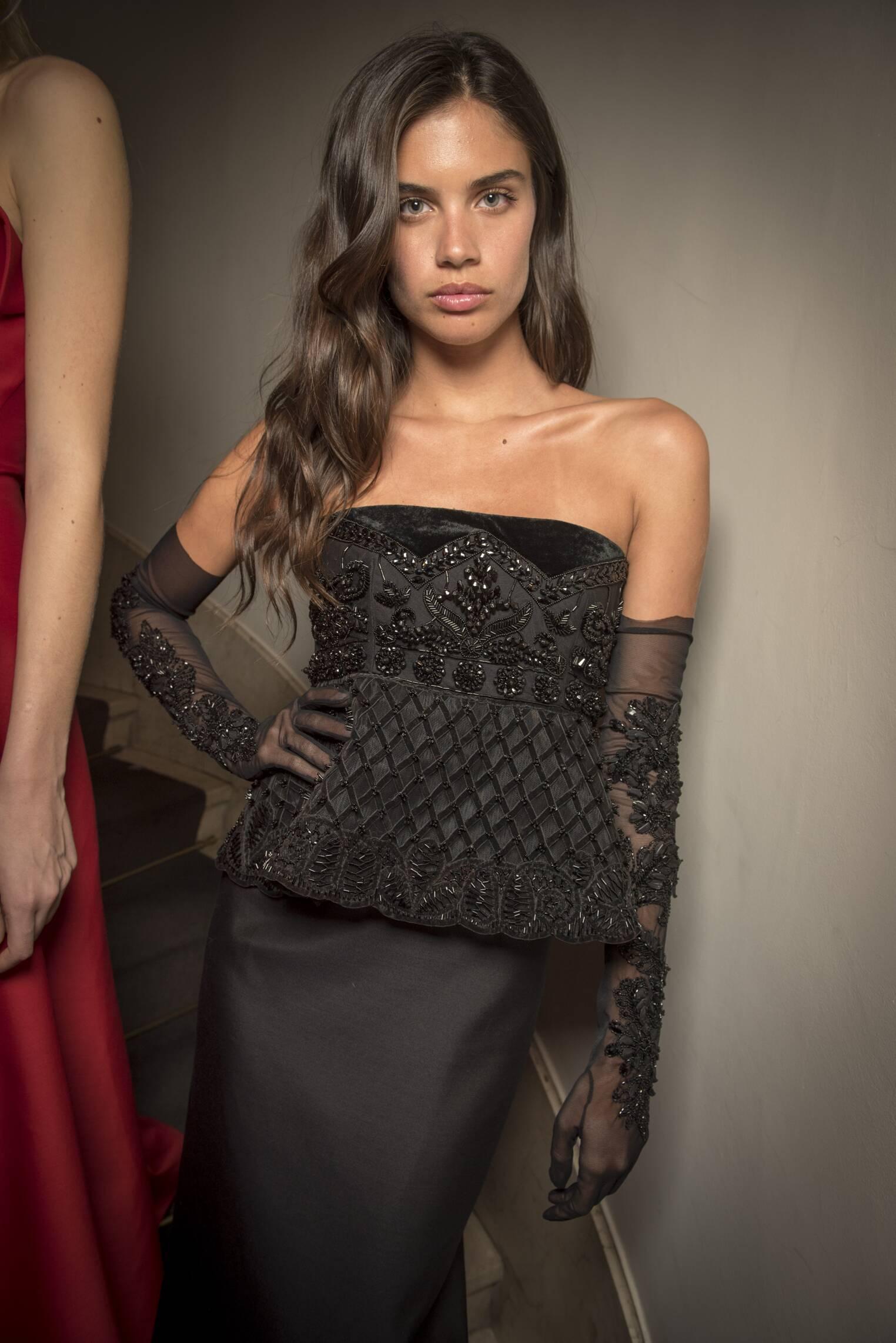 Backstage Alberta Ferretti 2017-2018 Model
