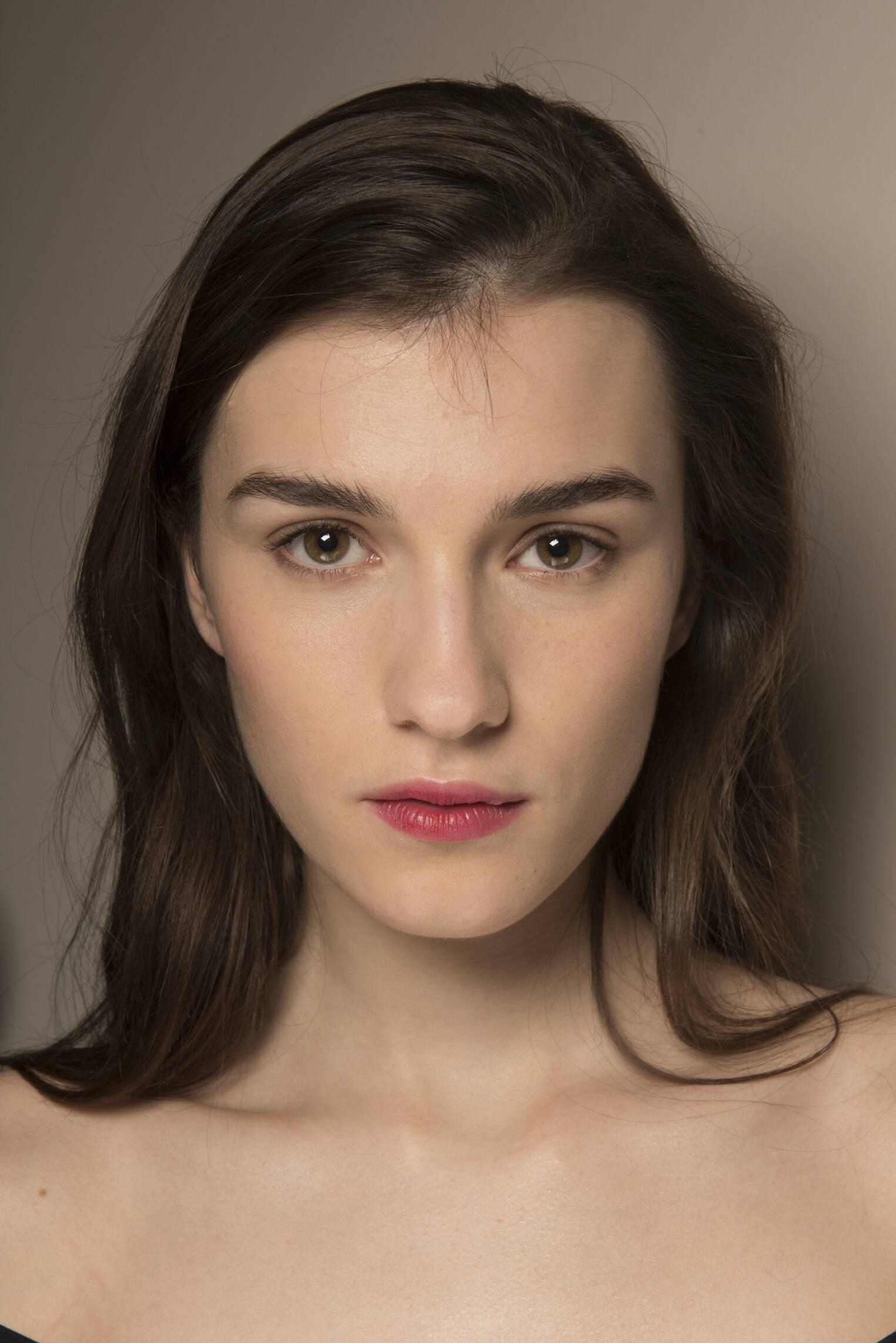 Backstage Alberta Ferretti Woman Model 2018 Portrait