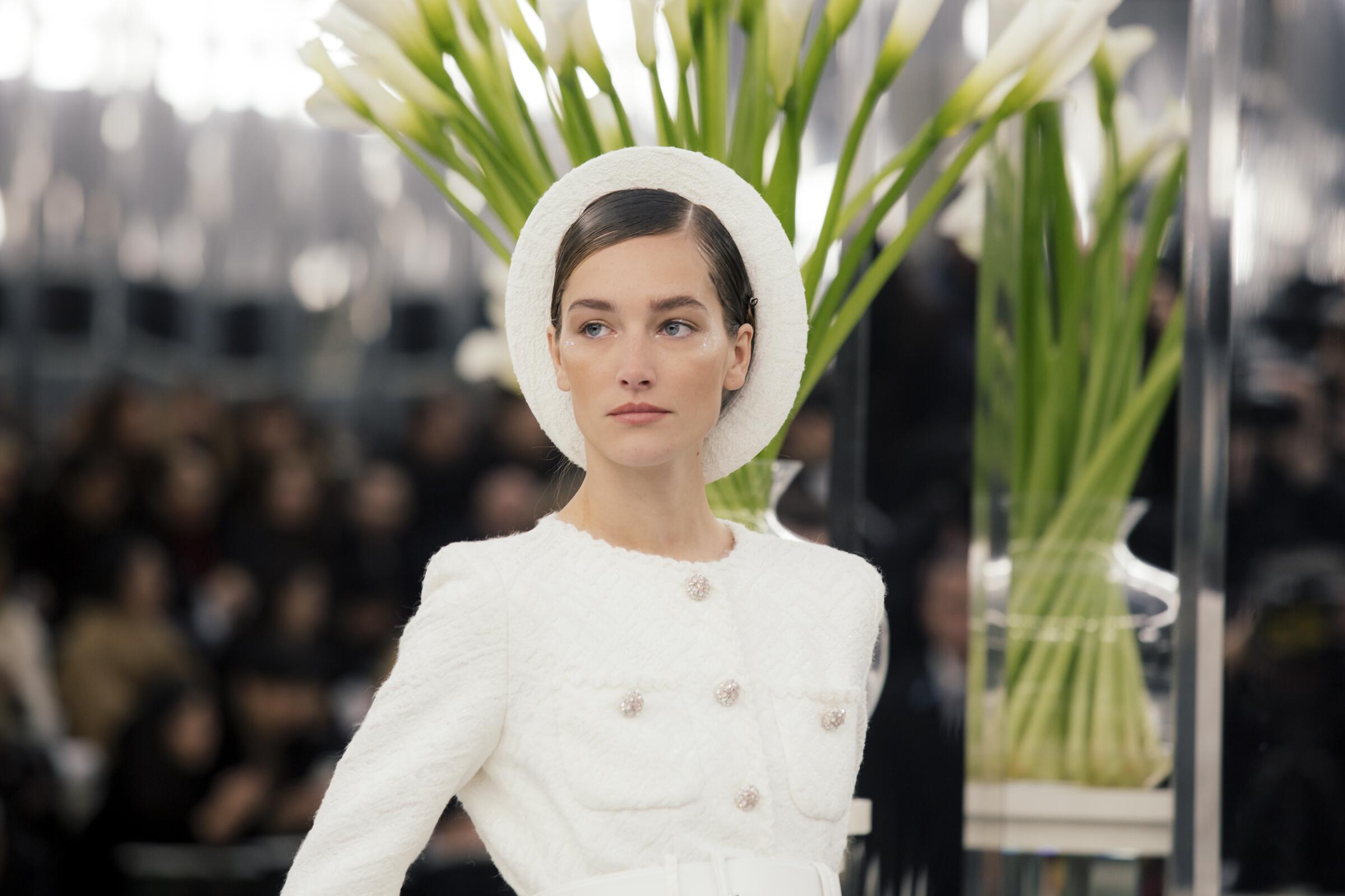 Detail Woman SS 2017 Fashion Show Chanel Haute Couture