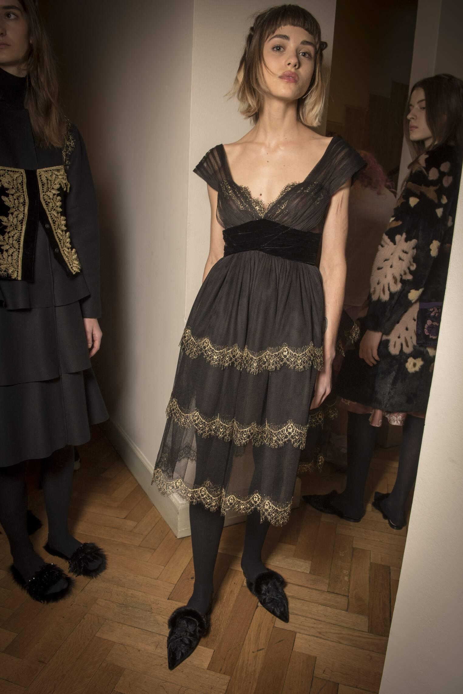 Fashion 2017-18 Woman Style Backstage Alberta Ferretti