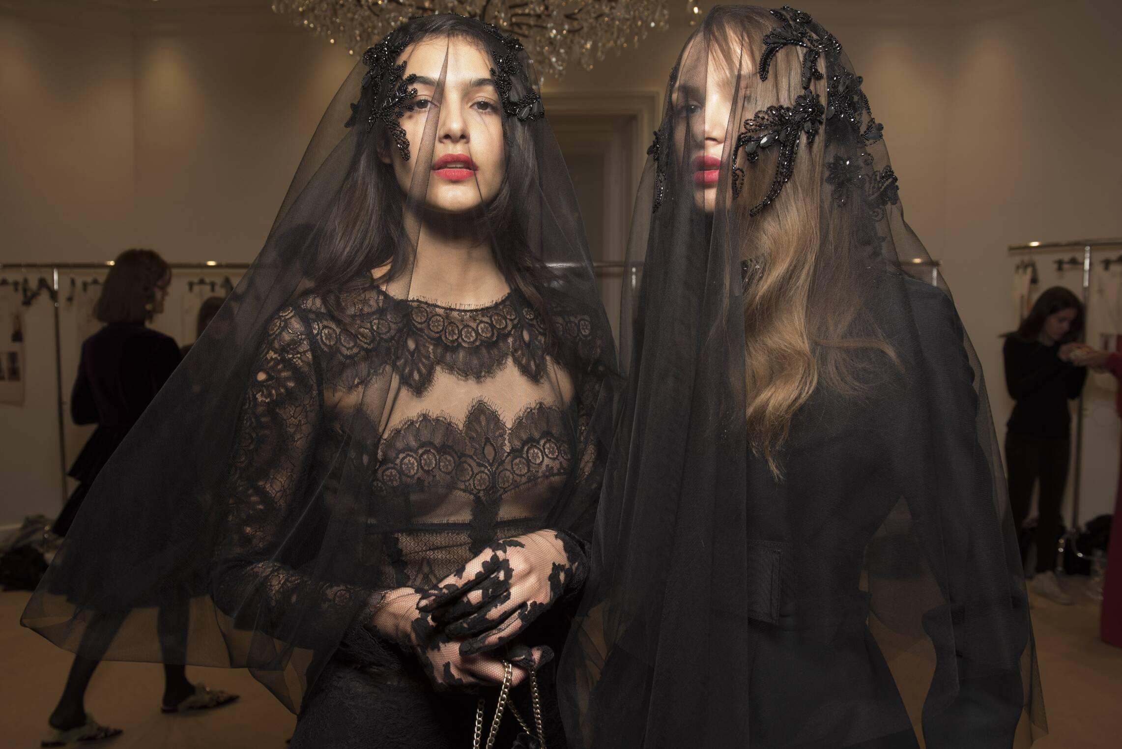Fashion 2017-2018 Models Limited Style Backstage Alberta Ferretti