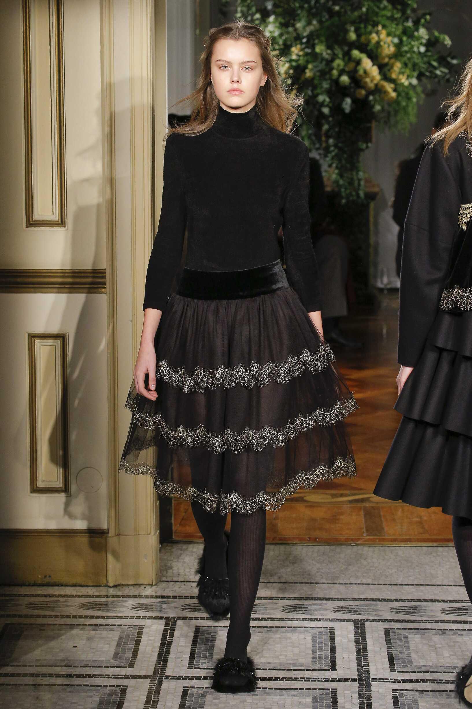 Fashion Woman Model Alberta Ferretti Catwalk