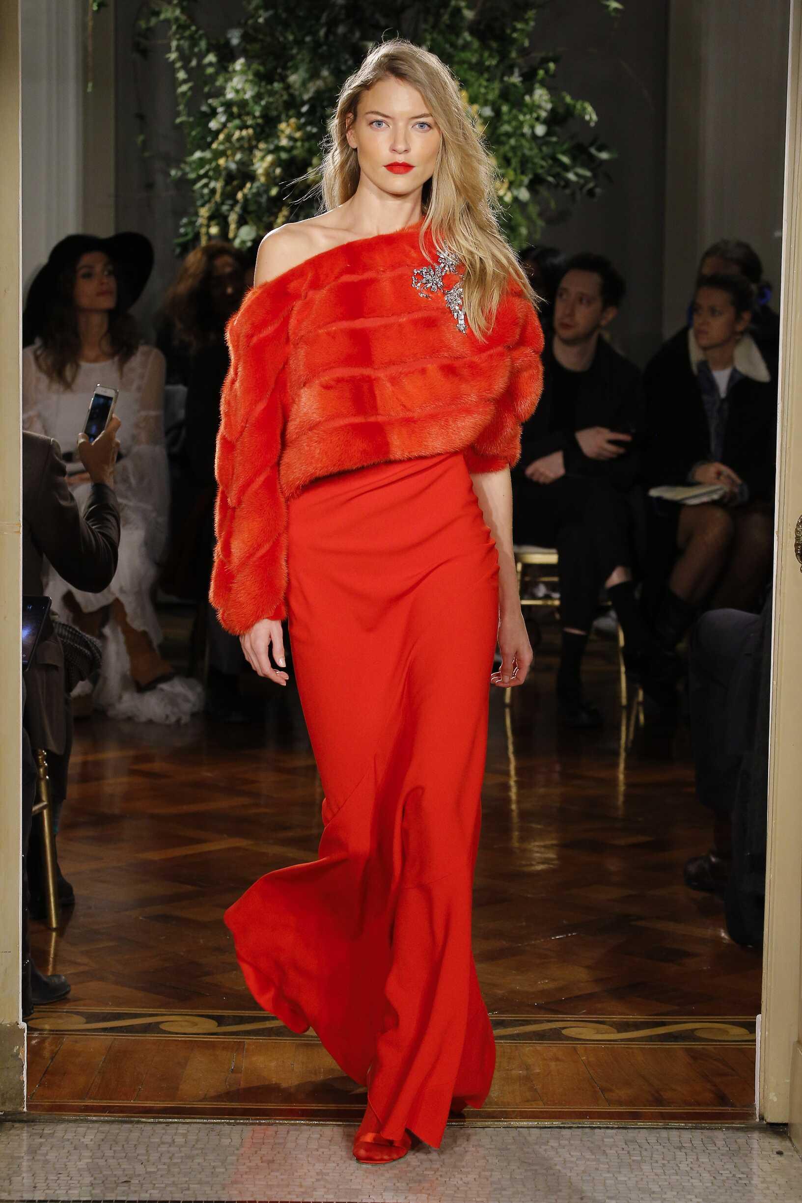 Fashion Woman Model Alberta Ferretti Limited Edition Catwalk 17-18