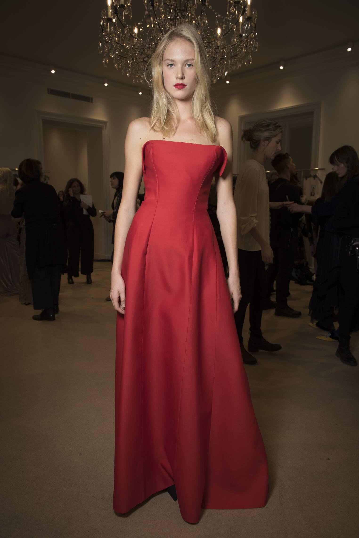 Model Backstage Alberta Ferretti Limited 2017 Women's Collection Milan Fashion Week