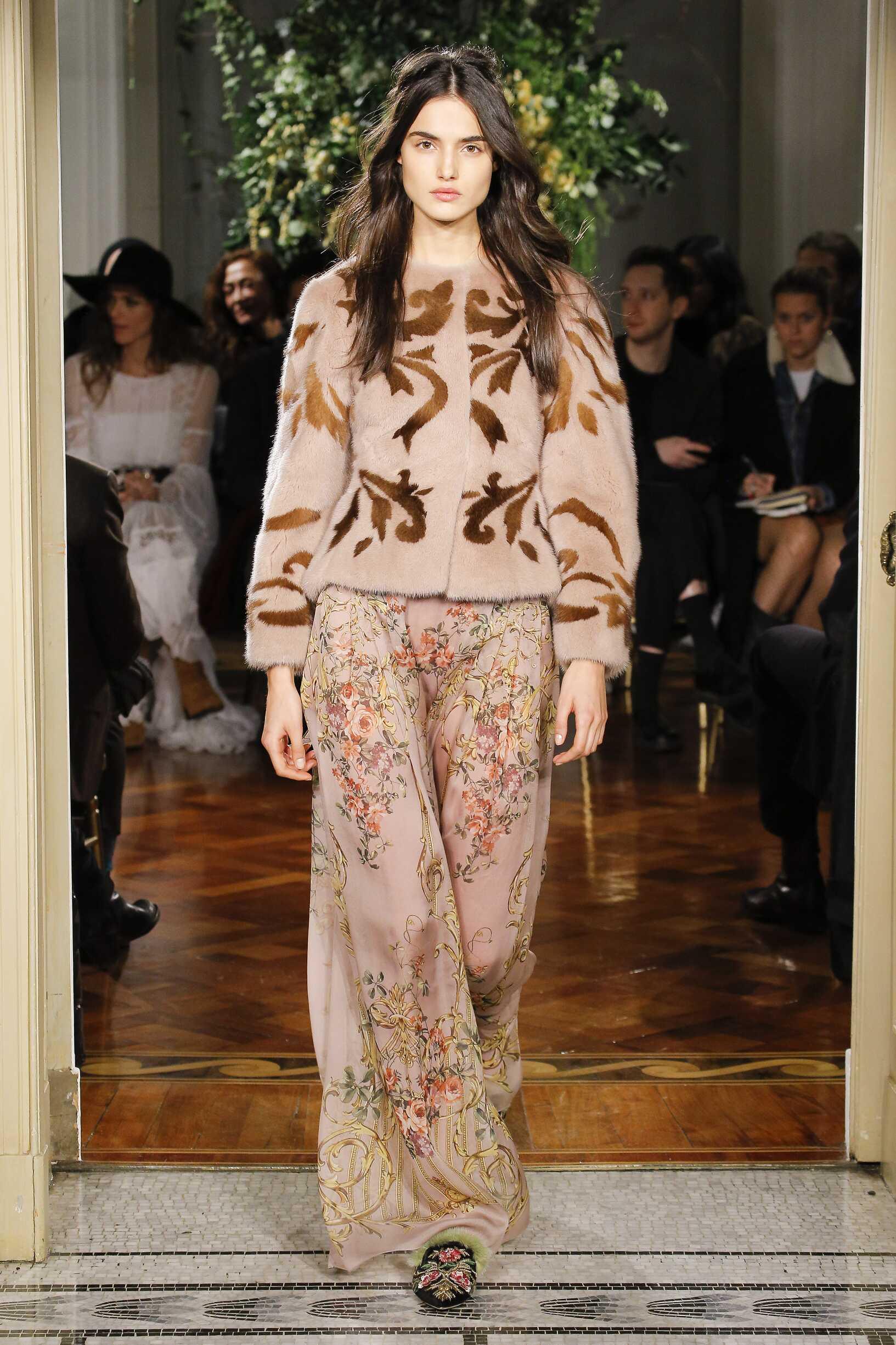 Pre-Fall 2017-18 Alberta Ferretti Fashion Show Woman