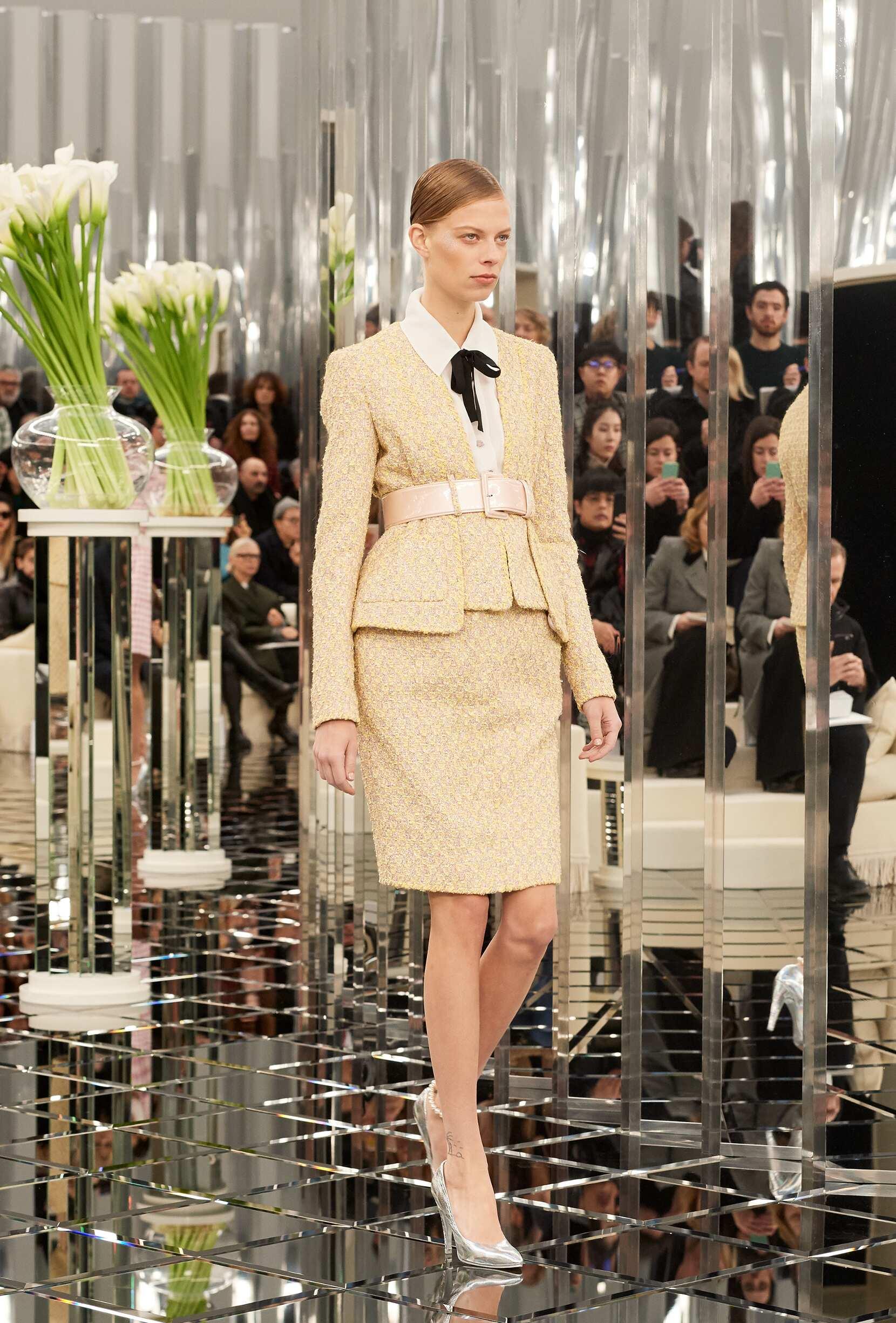 SS 2017 Chanel Haute Couture Fashion Show Woman