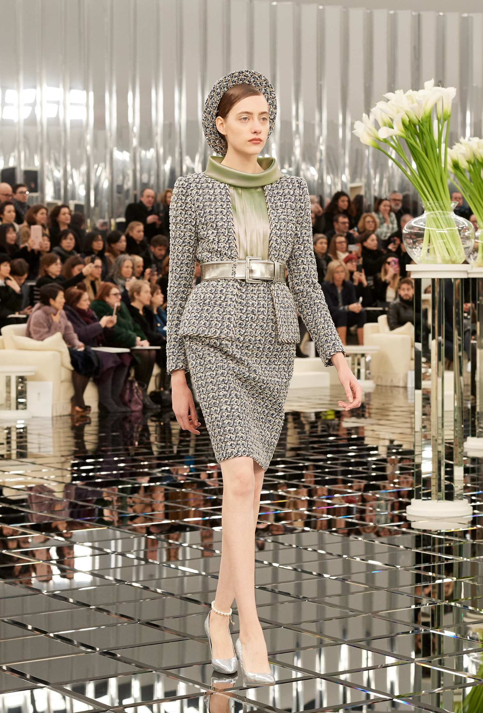 CHANEL SPRING SUMMER 2017 HAUTE COUTURE COLLECTION  49be5be7c733