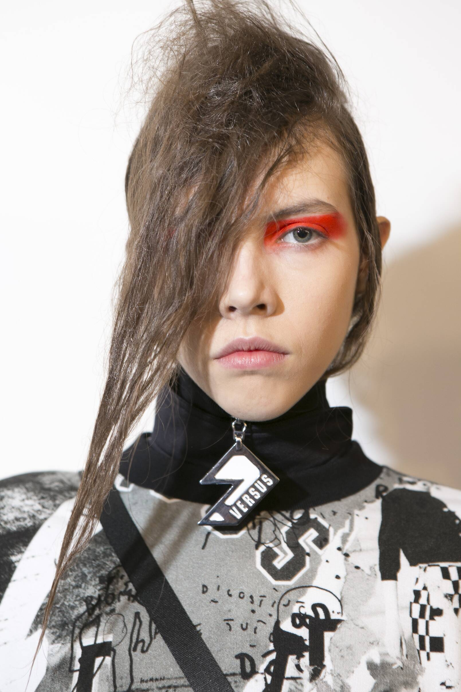 Woman Model Backstage Versus Versace FW 2017 18