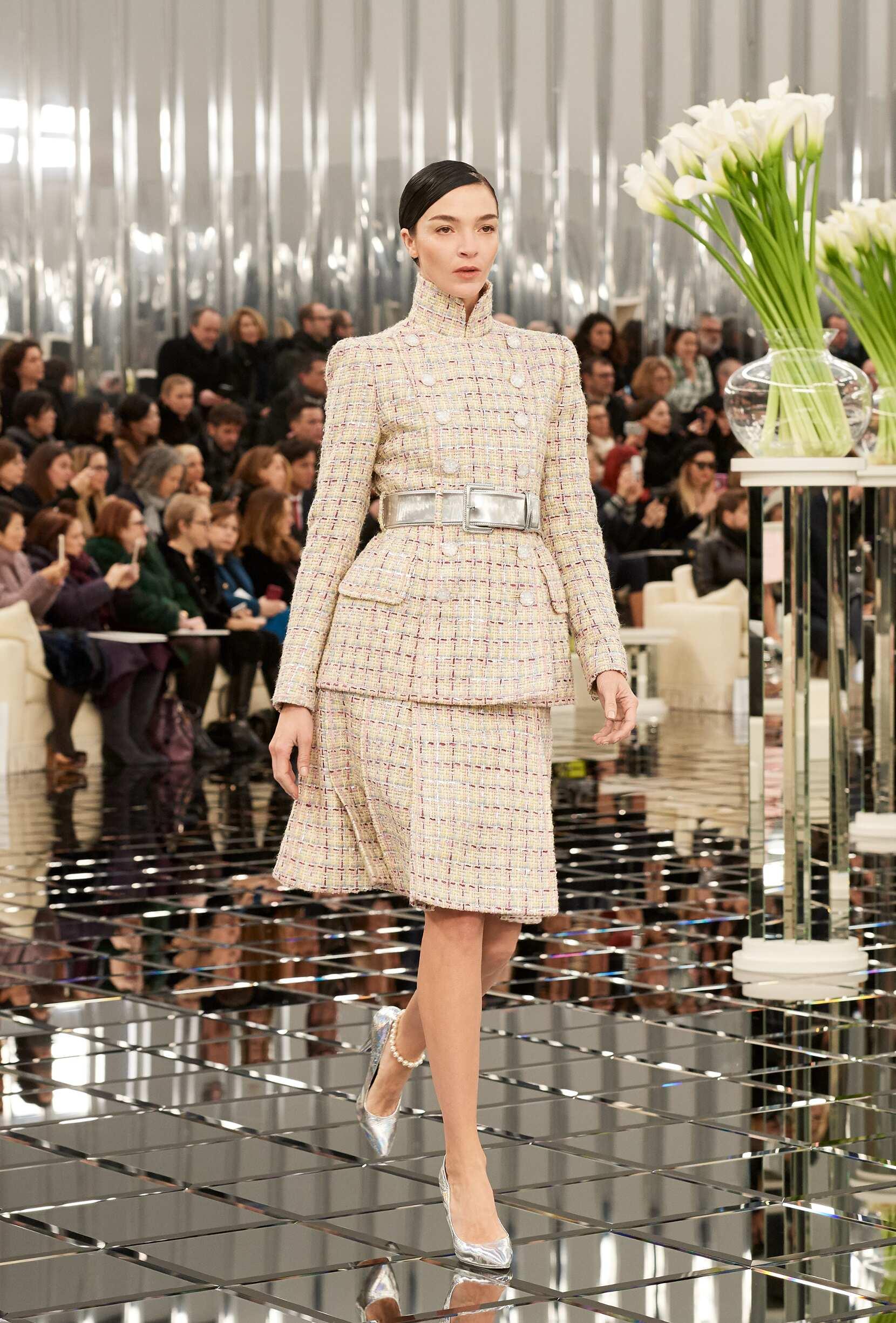 Woman SS 2017 Fashion Show Chanel Haute Couture