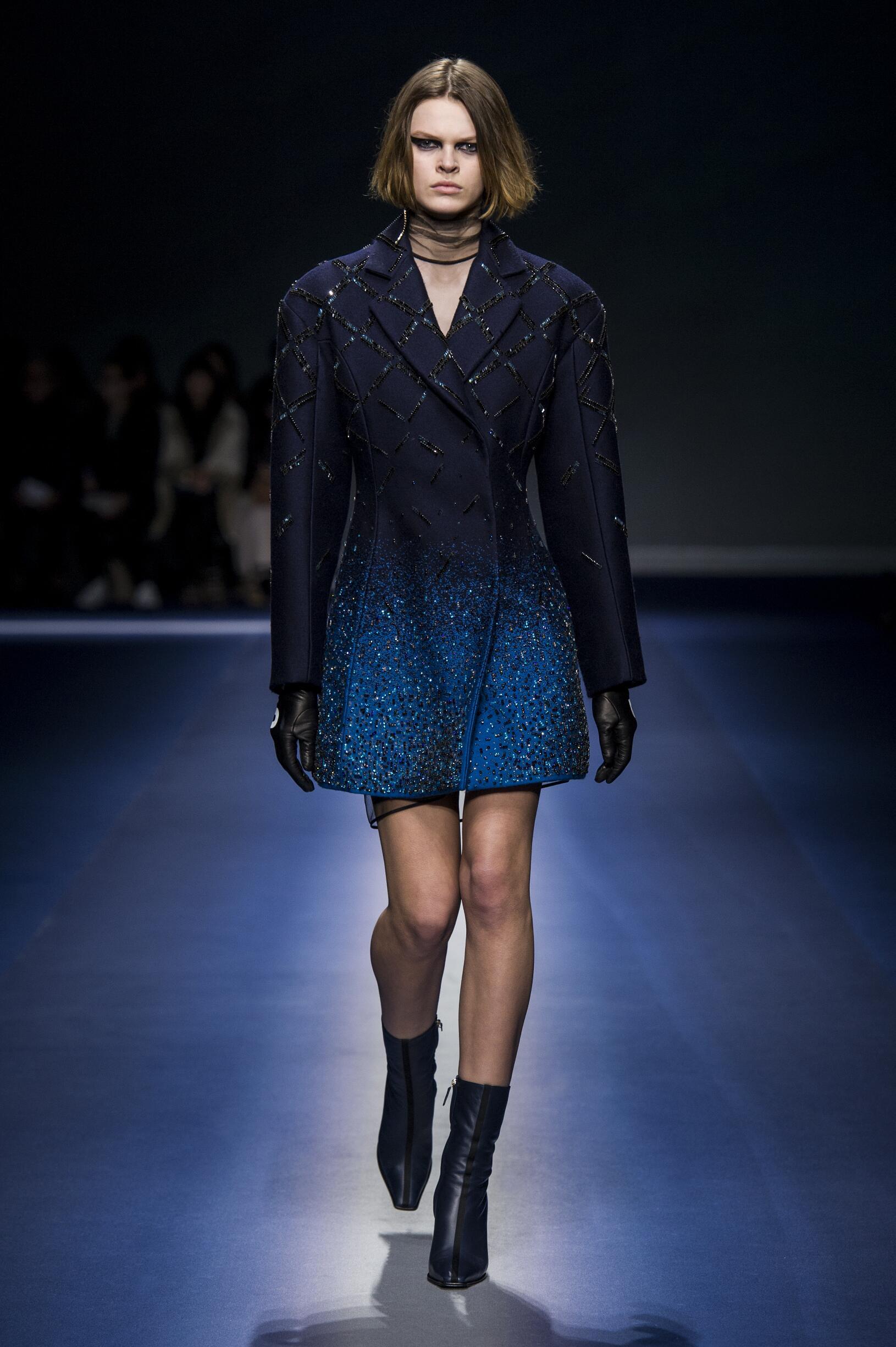 2017-18 Catwalk Versace Woman Fashion Show Winter