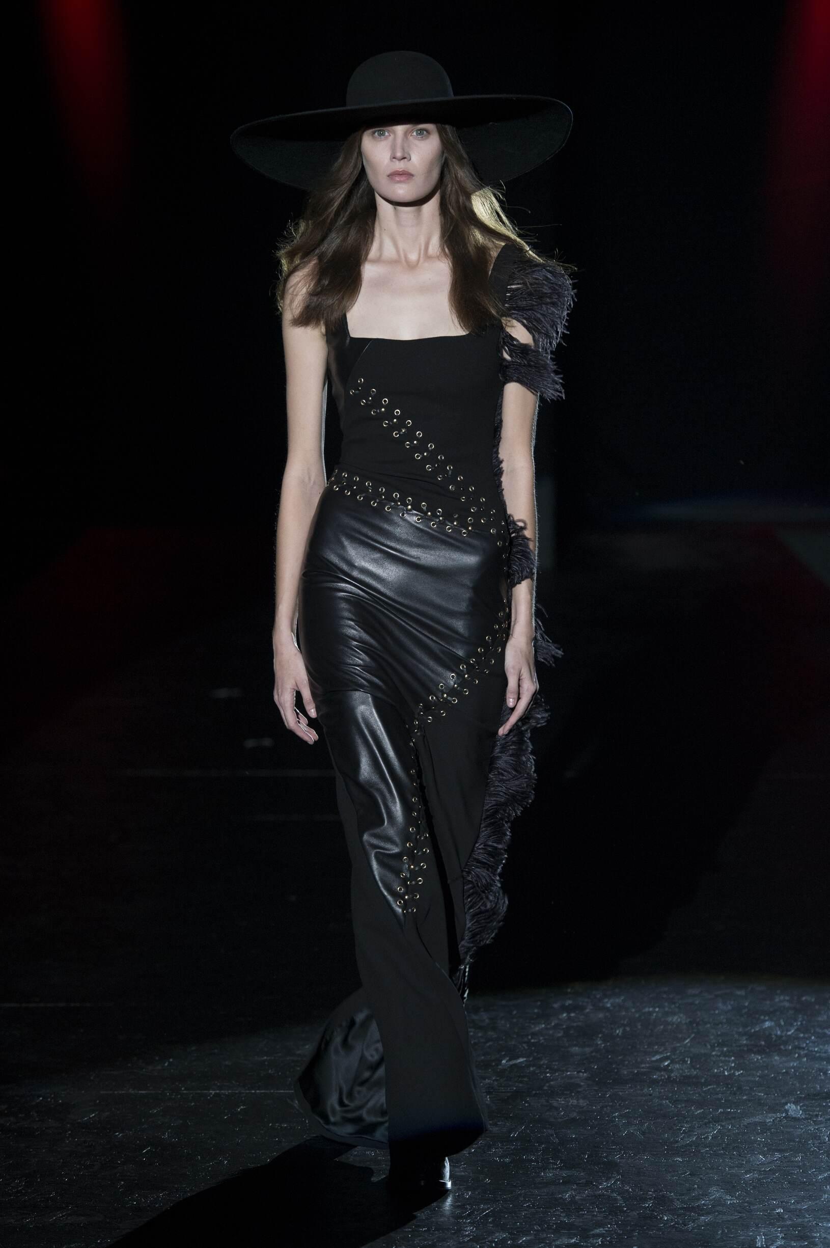 2017 Catwalk Fausto Puglisi Woman Fashion Show FW