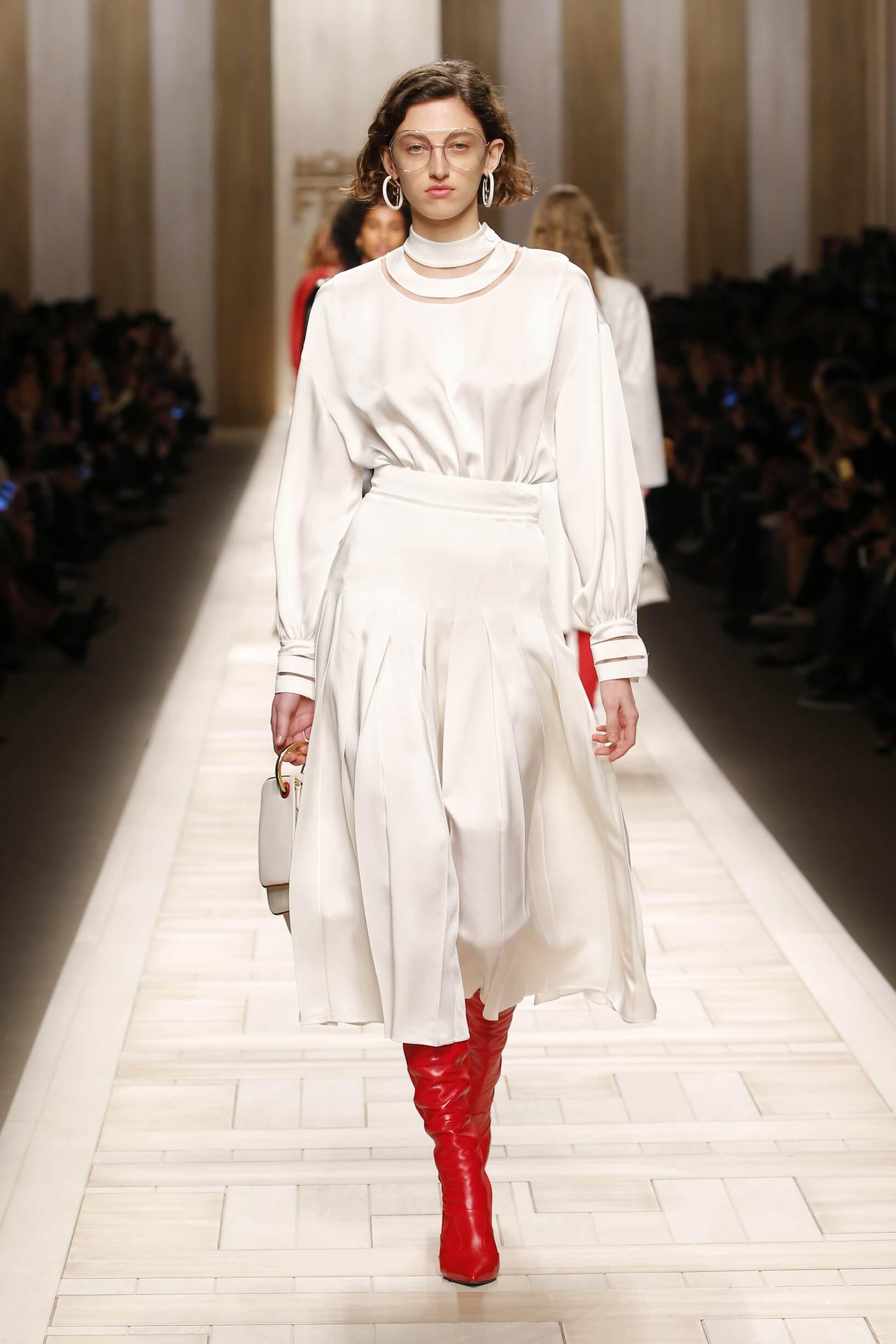 2017 Catwalk Fendi Woman Fashion Show FW
