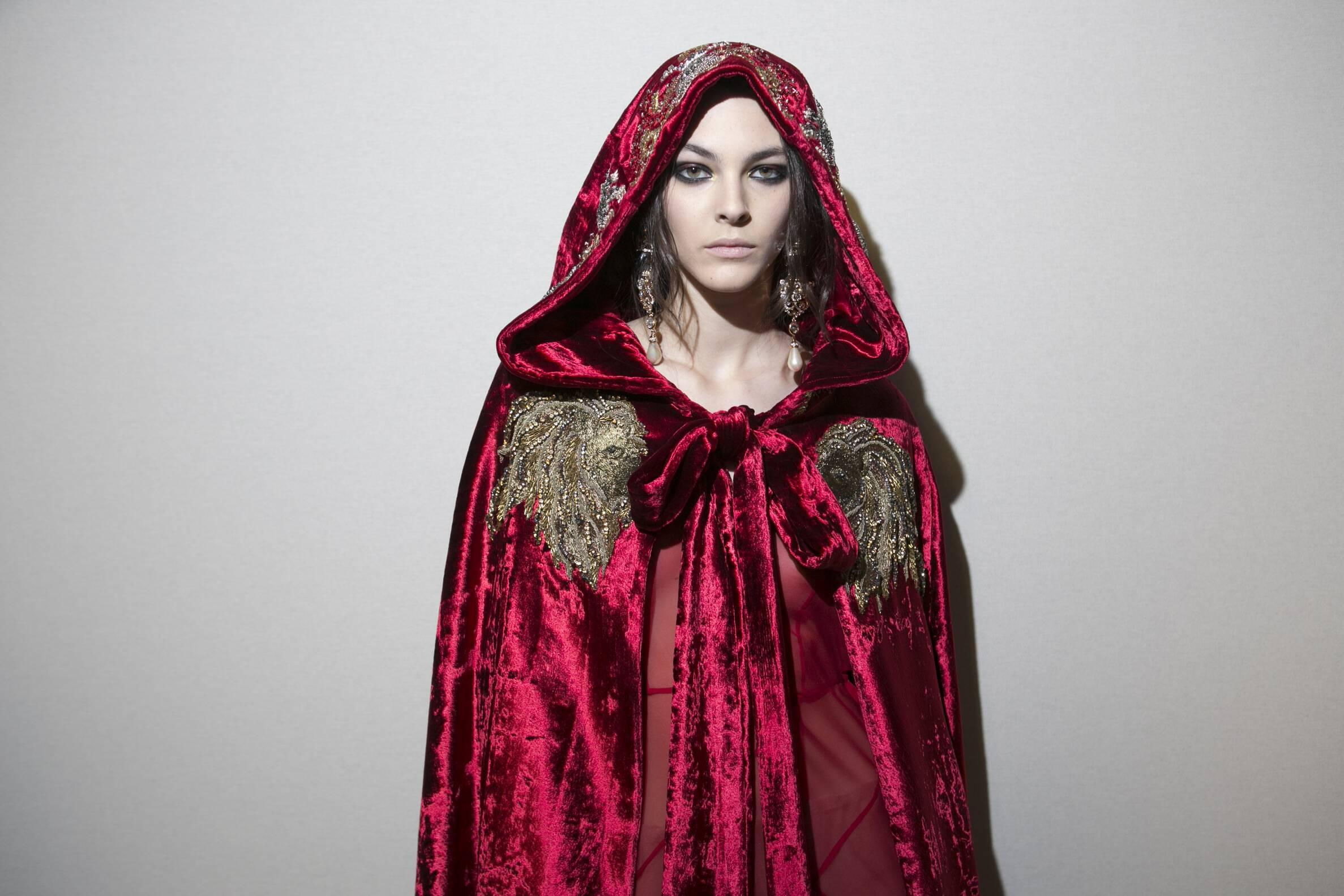 2017 Model Backstage Alberta Ferretti