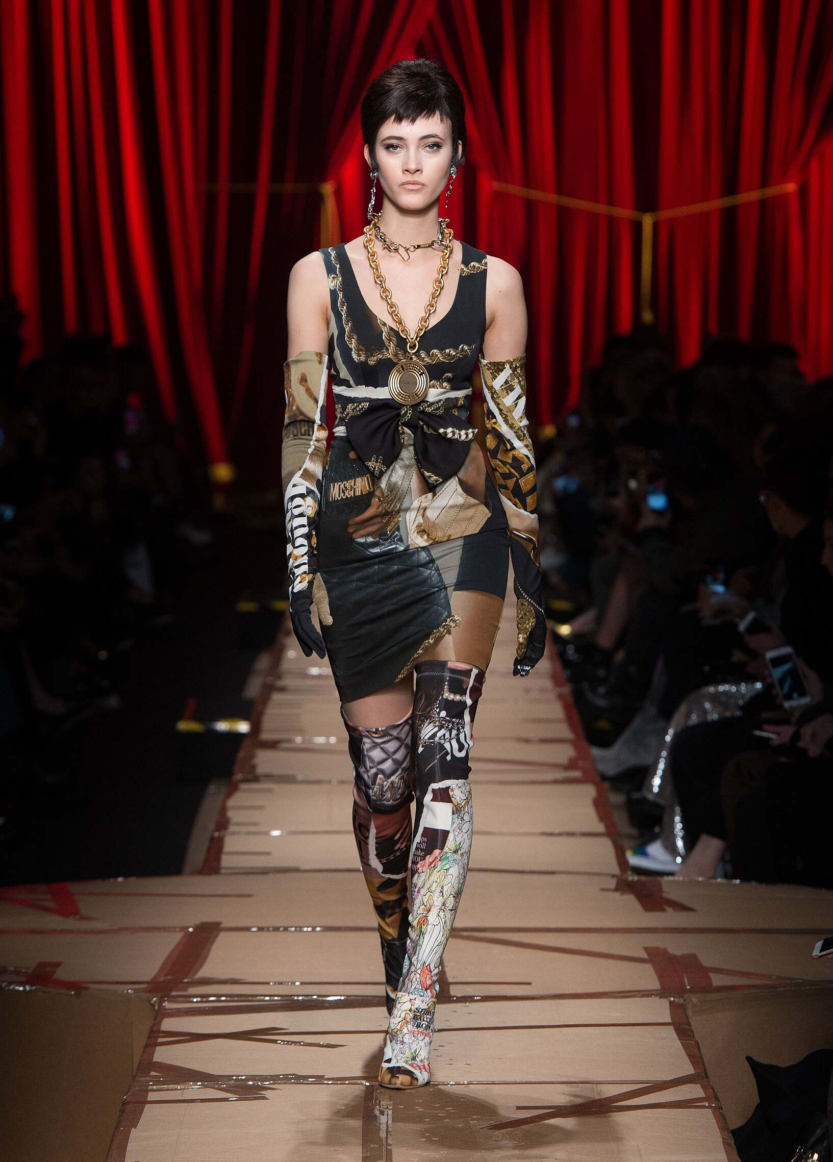 2017 Woman Style Moschino