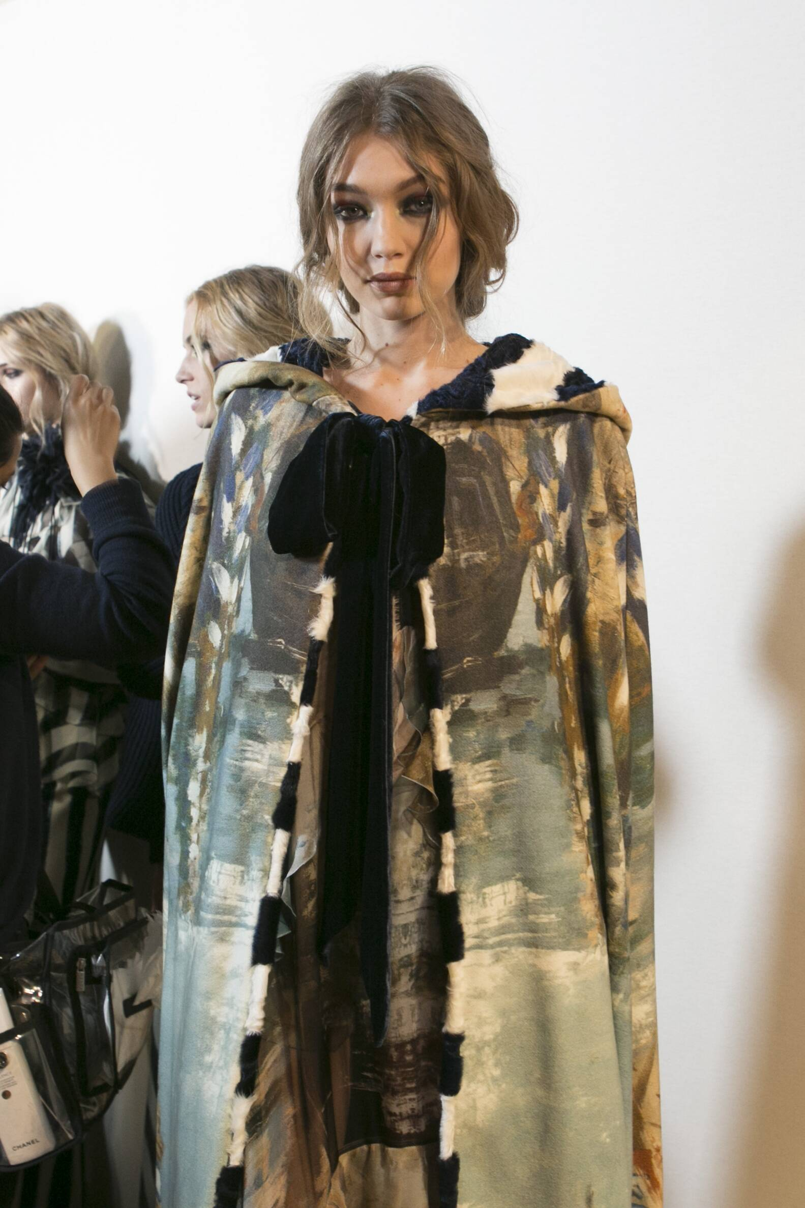Backstage Alberta Ferretti Gigi Hadid Fall Winter 2017 Milan Fashion Week