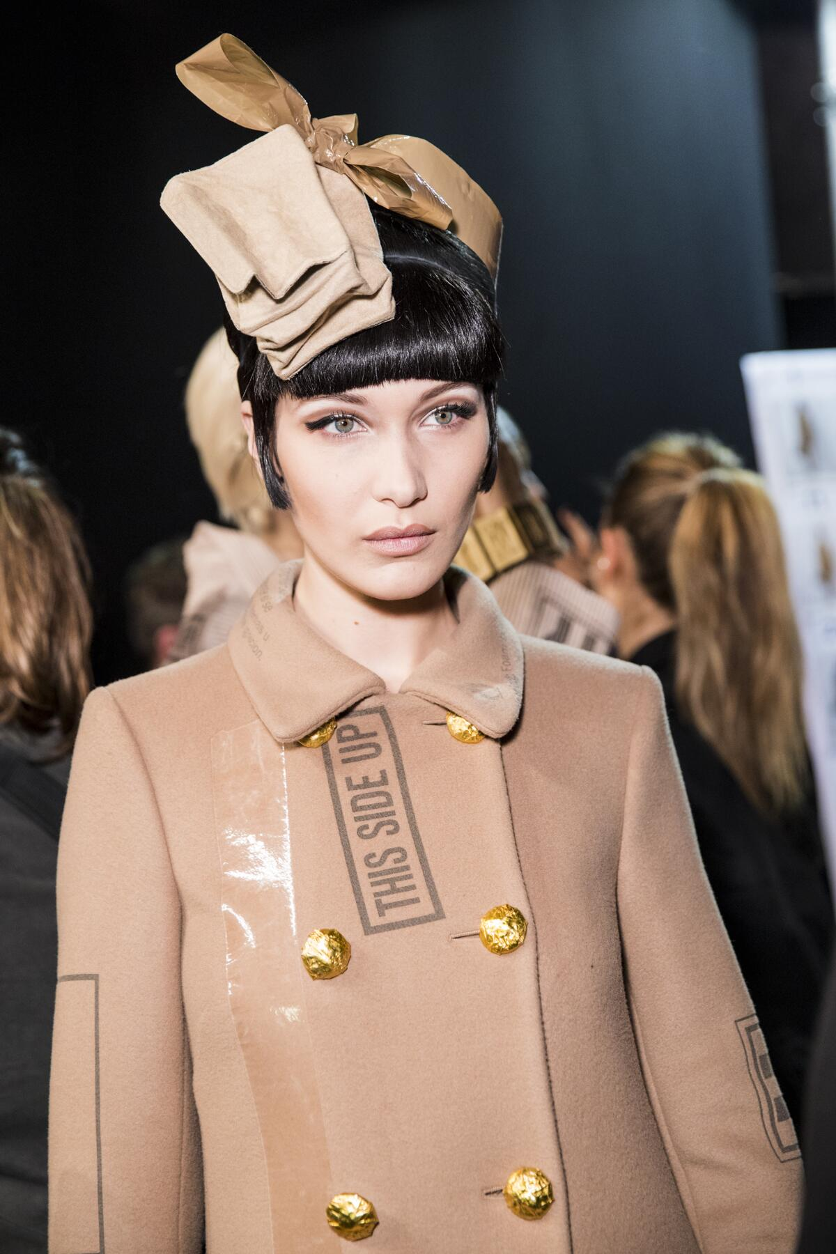 Backstage Moschino Bella Hadid 2017-18