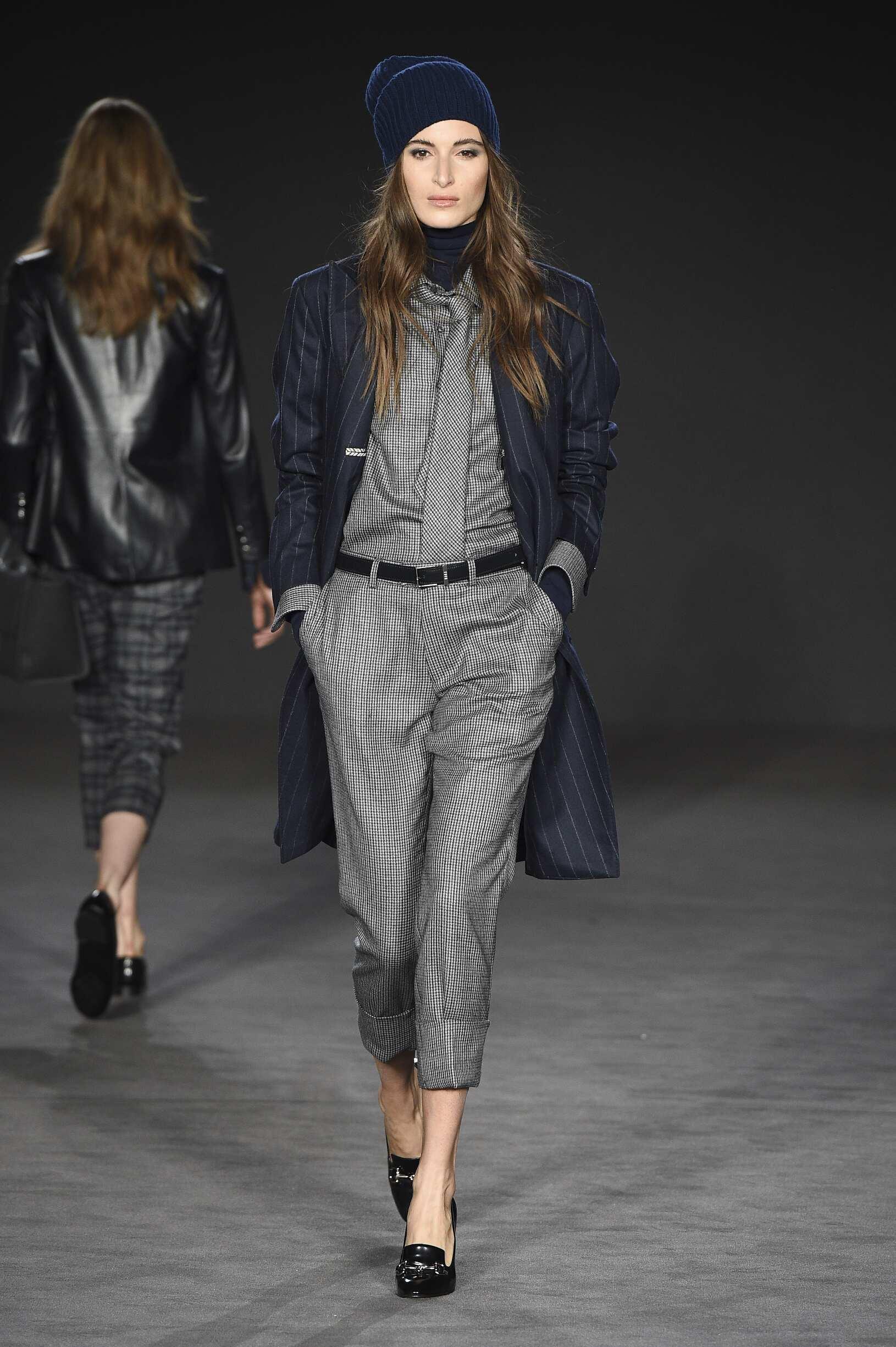 Catwalk Daks Woman Fashion Show Winter 2017