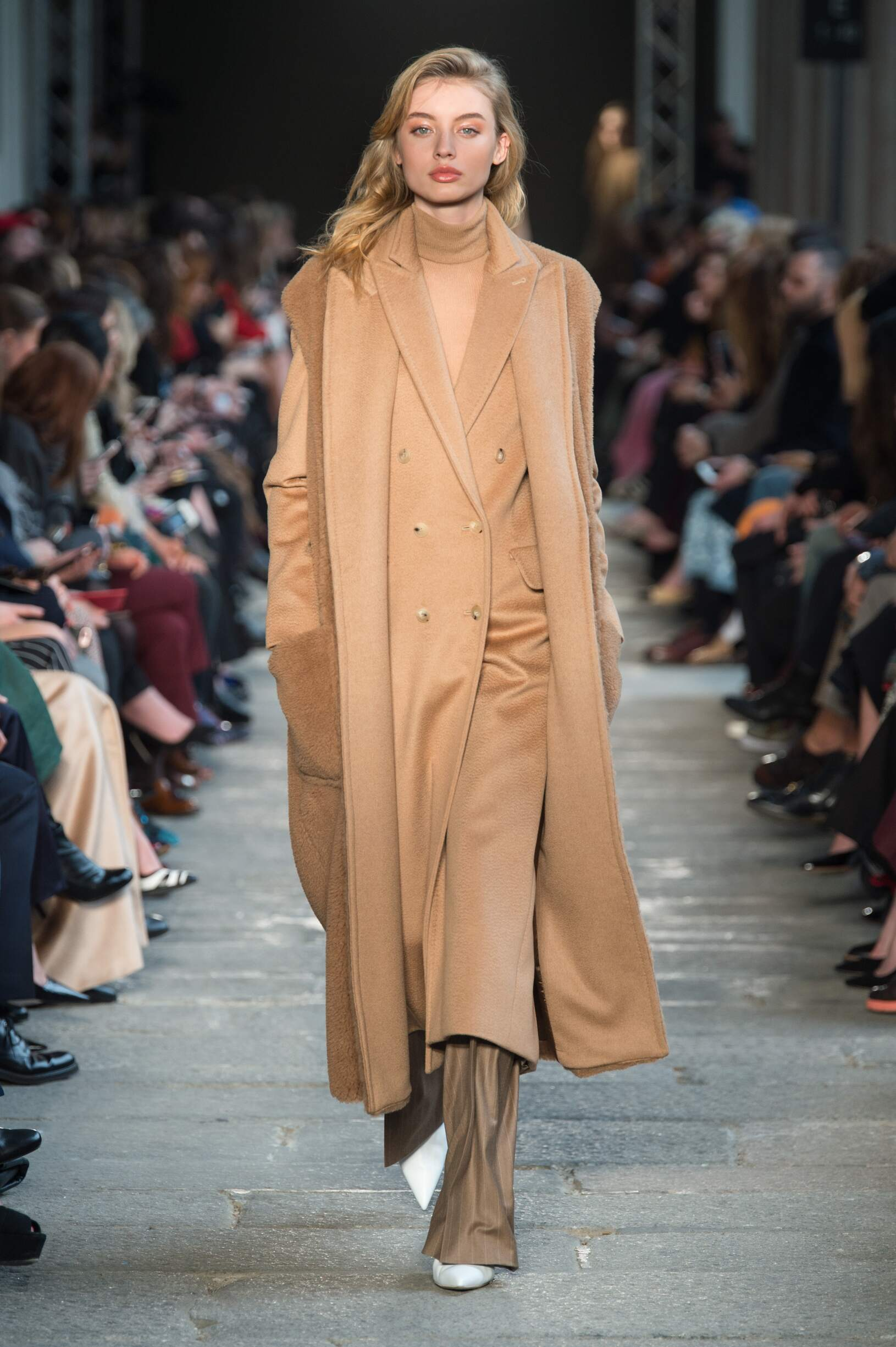 Catwalk Max Mara Woman Fashion Show Winter 2017