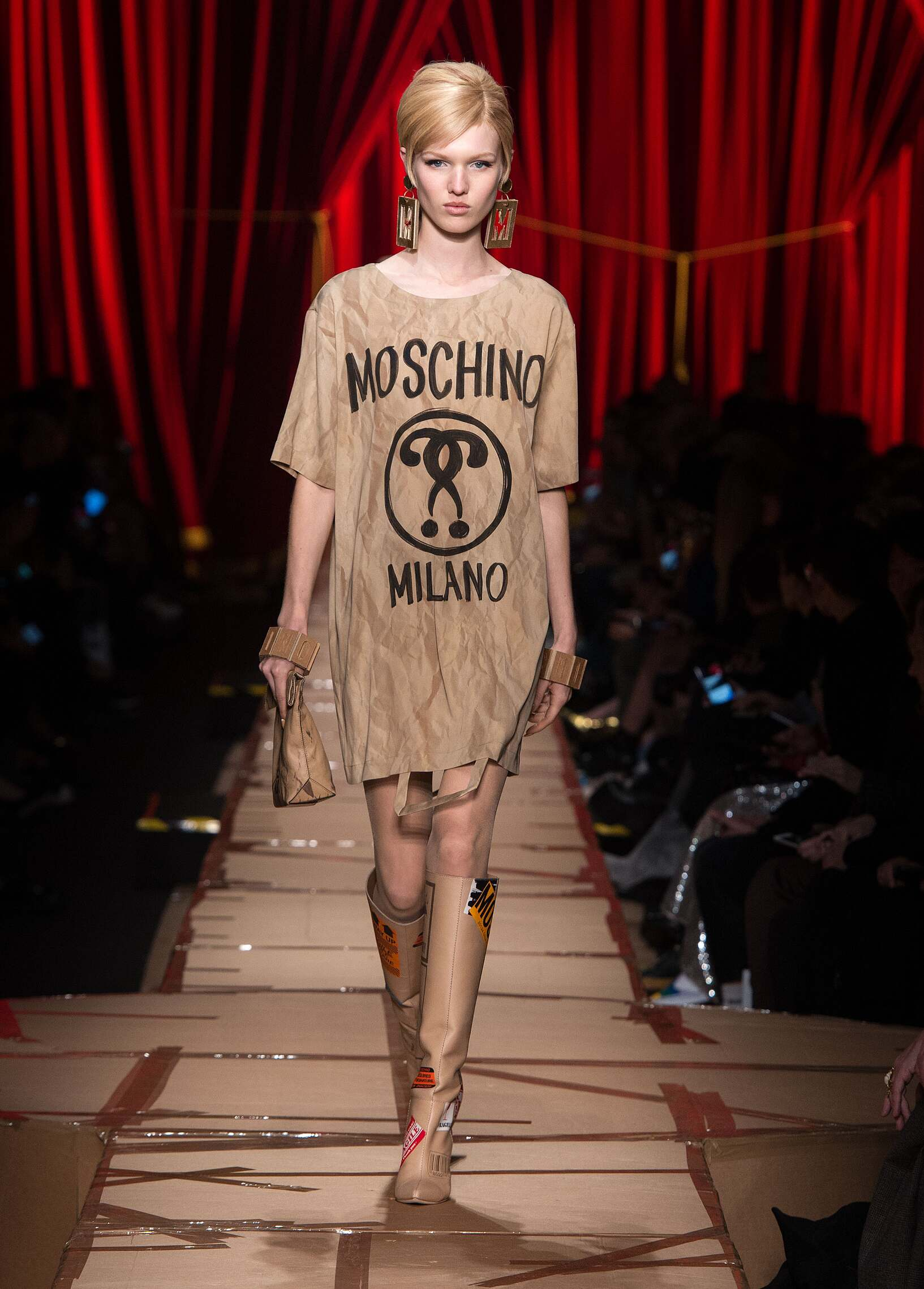 Fall 2017-18 Womenswear Moschino