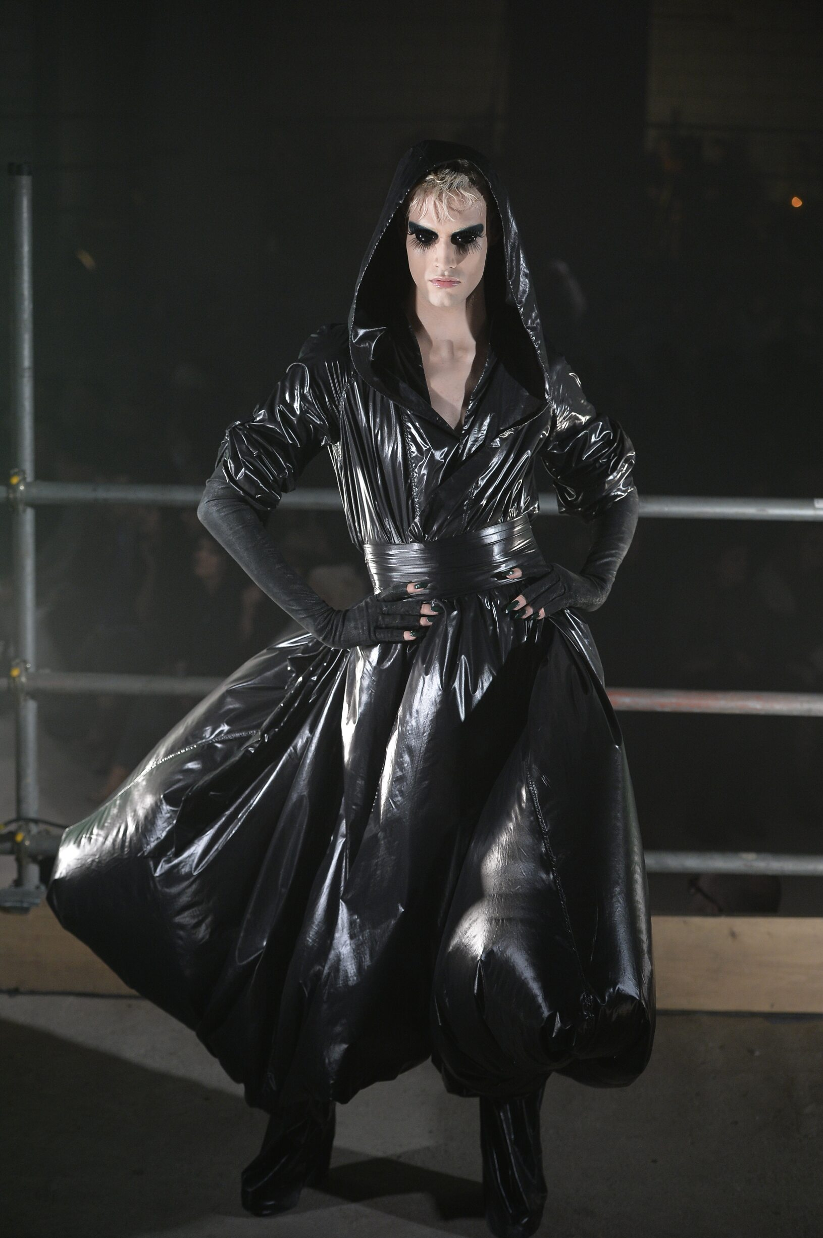 Fashion Man Model Gareth Pugh Catwalk 17-18