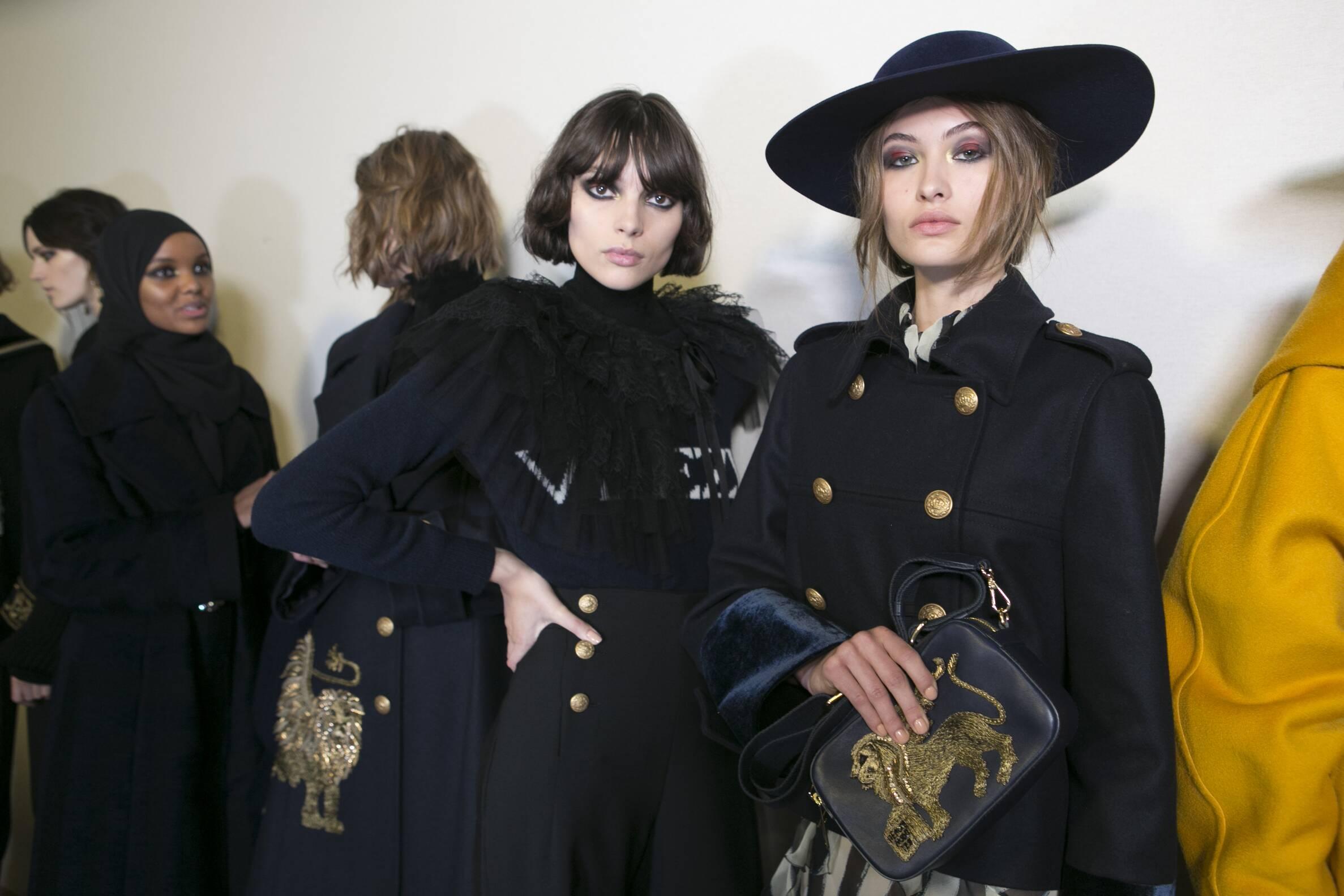 Fashion Models Backstage Alberta Ferretti Fall Winter 2017-18 Collection