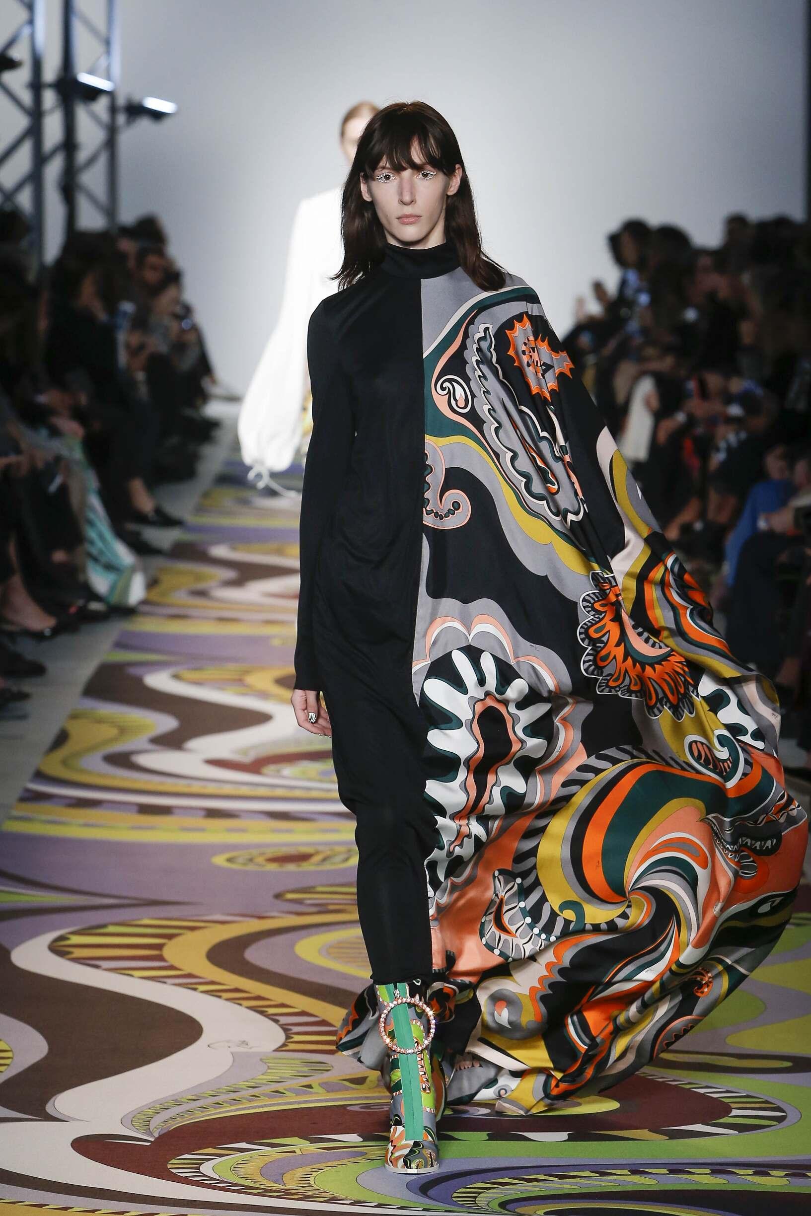 Fashion Woman Model Emilio Pucci Catwalk 17-18