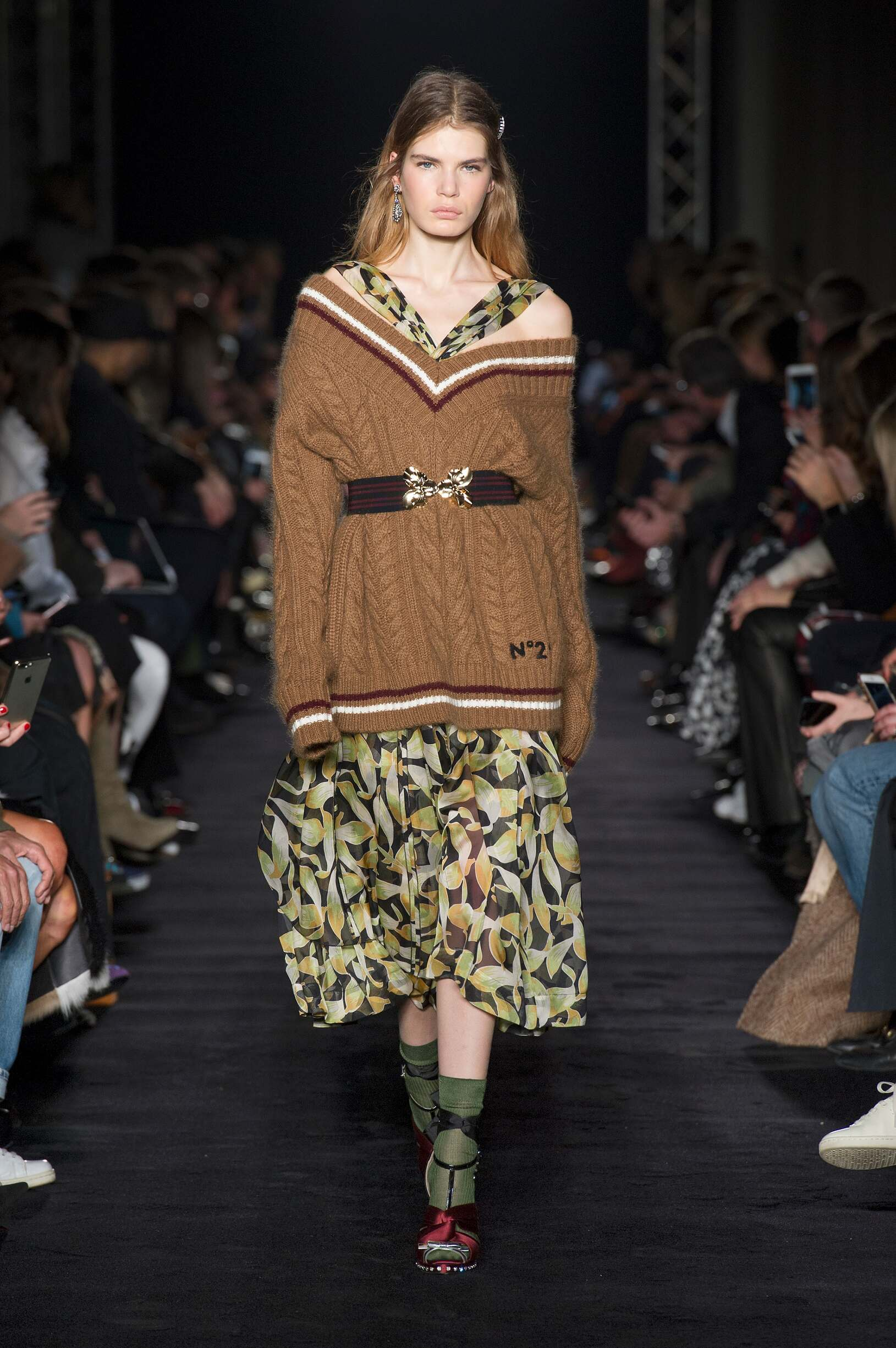 Fashion Woman Model N°21 Catwalk 17-18