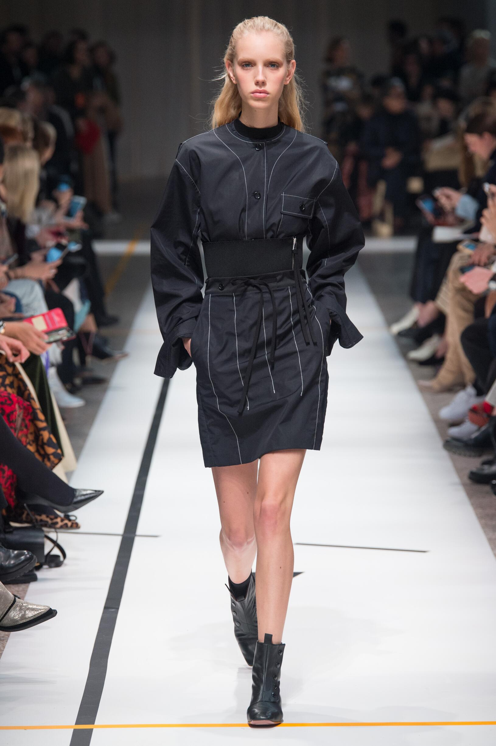 Fashion Woman Model Sportmax Catwalk