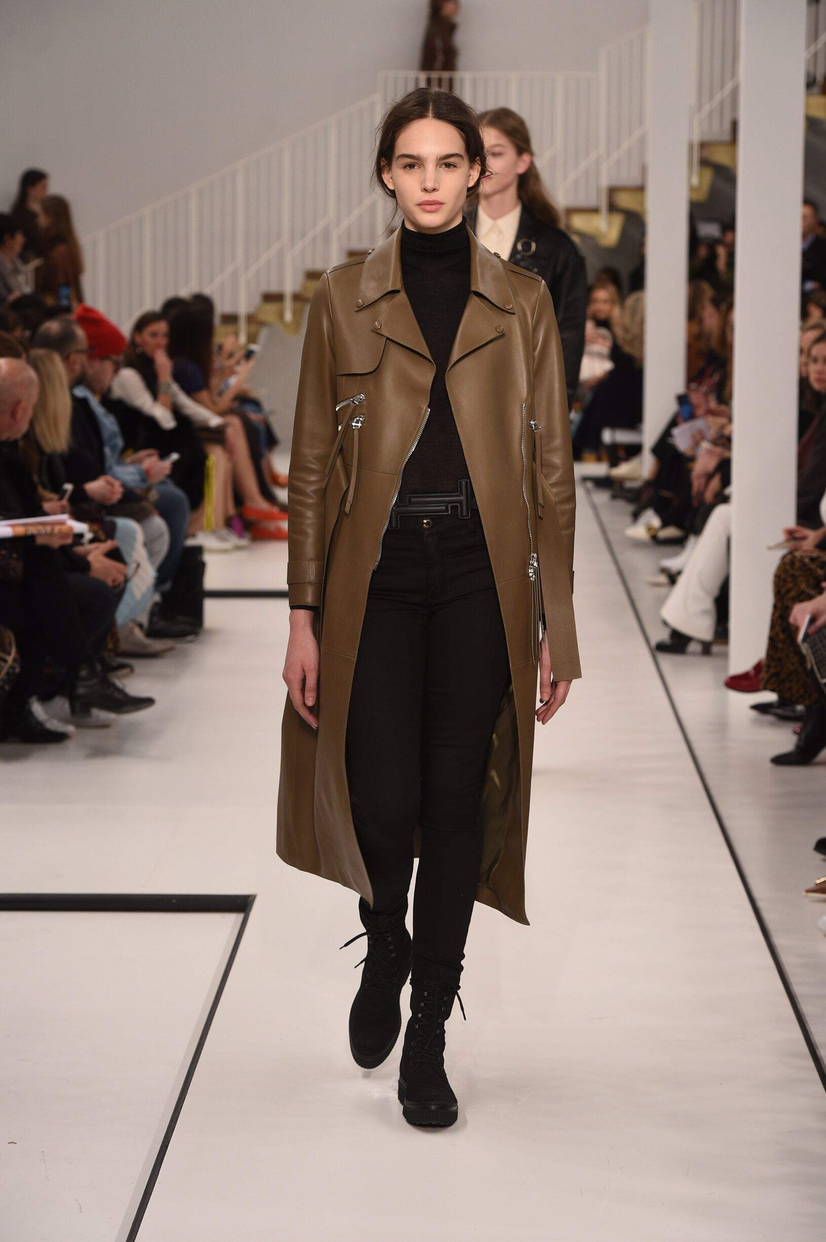 Fashion Woman Model Tod's Catwalk 17-18