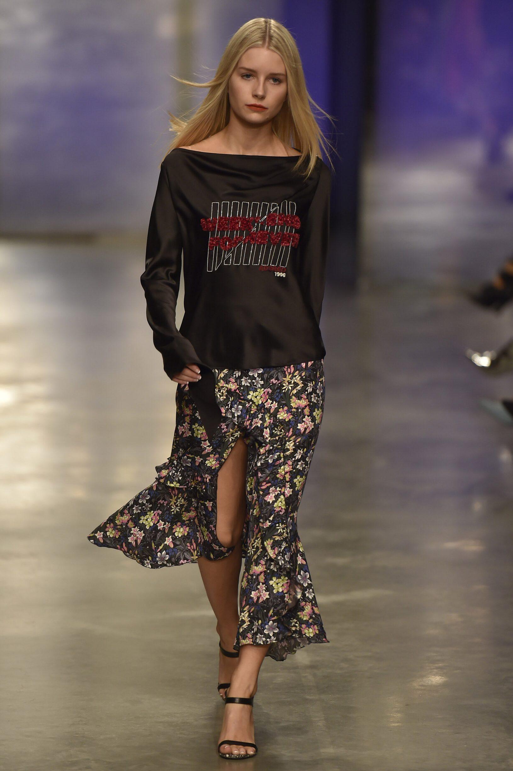 Fashion Woman Model Topshop Unique Catwalk 17-18