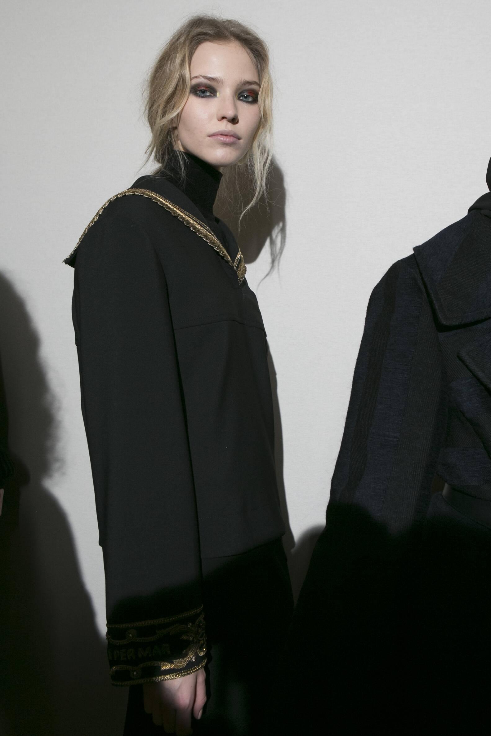 Model Portrait Backstage Alberta Ferretti