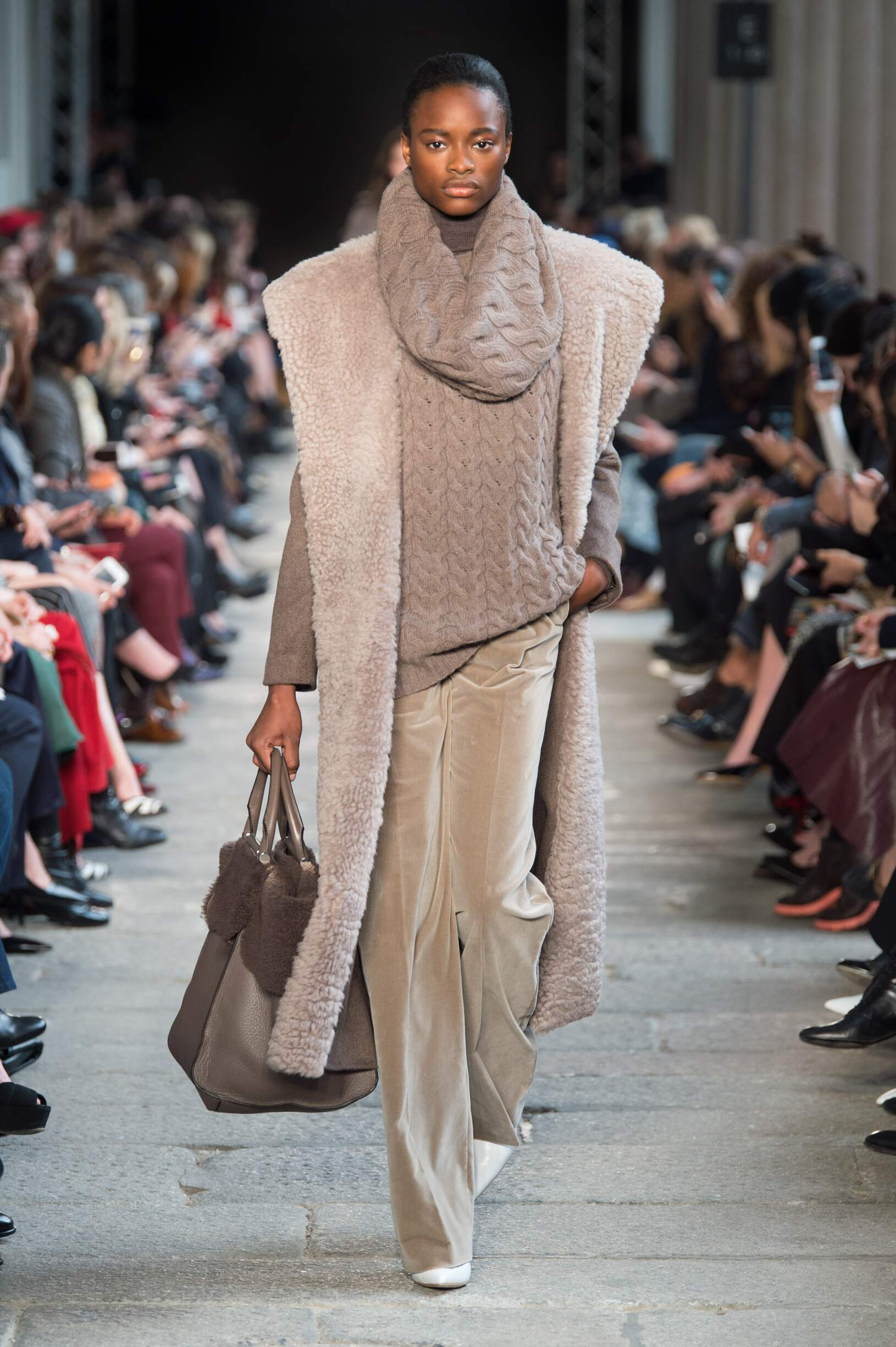 Runway Max Mara Fall Winter 2017 Women's Collection Milan Fashion Week