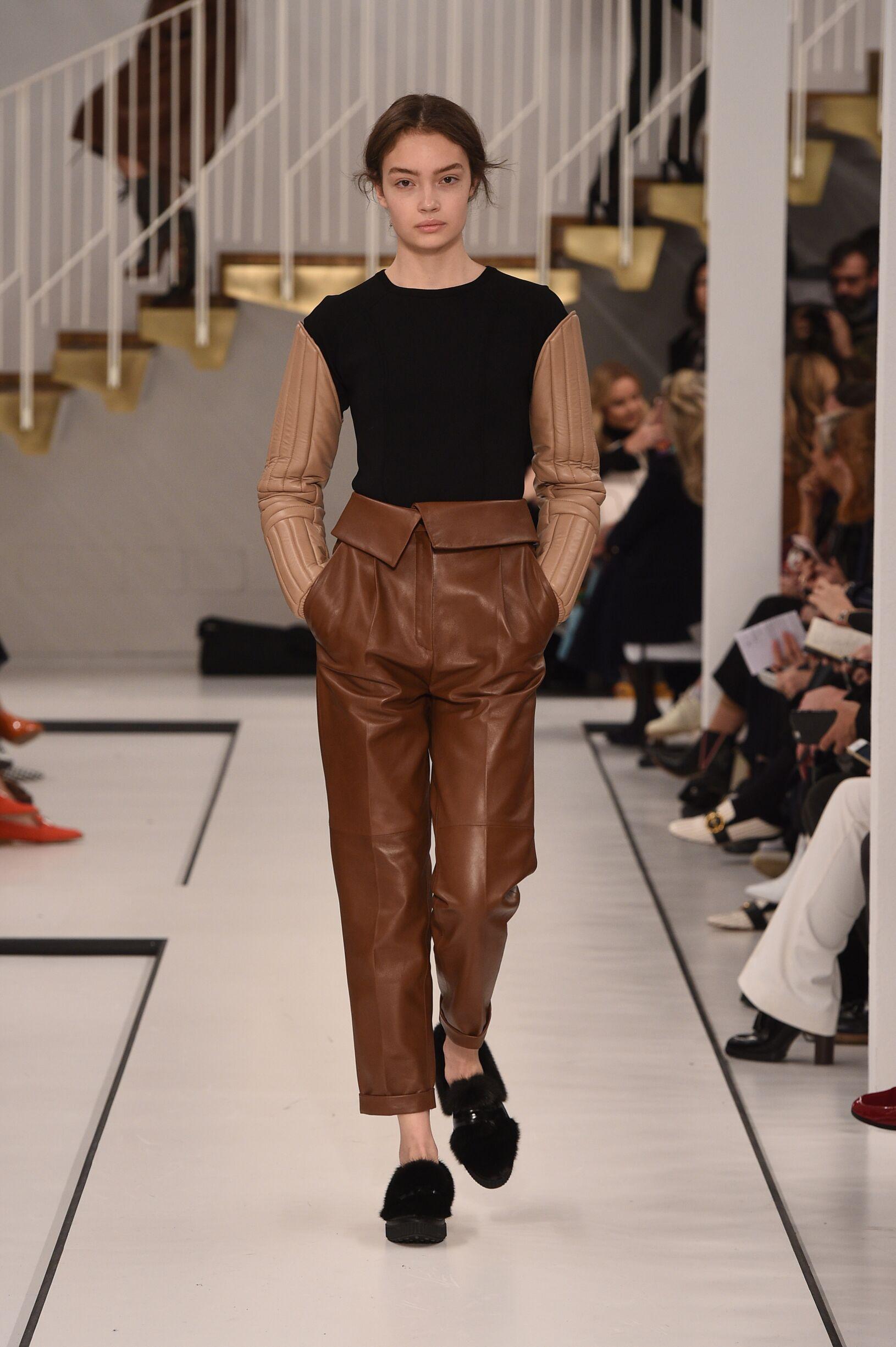 Runway Tod's Fall Winter 2017 Women's Collection Milan Fashion Week