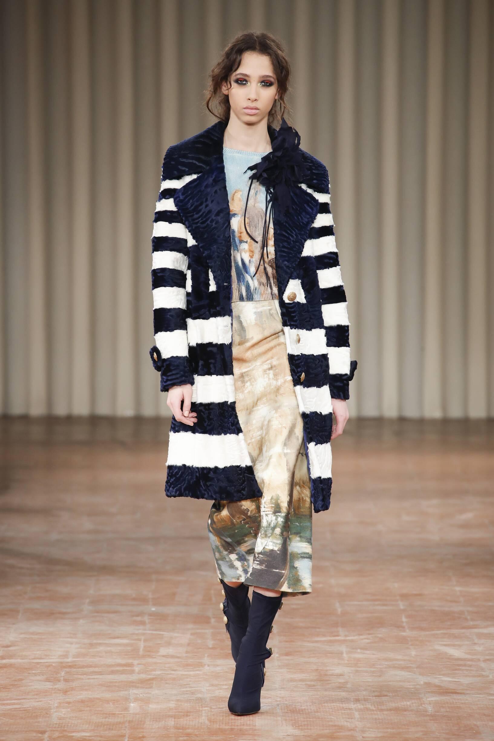 Woman FW 2017 18 Fashion Show Alberta Ferretti