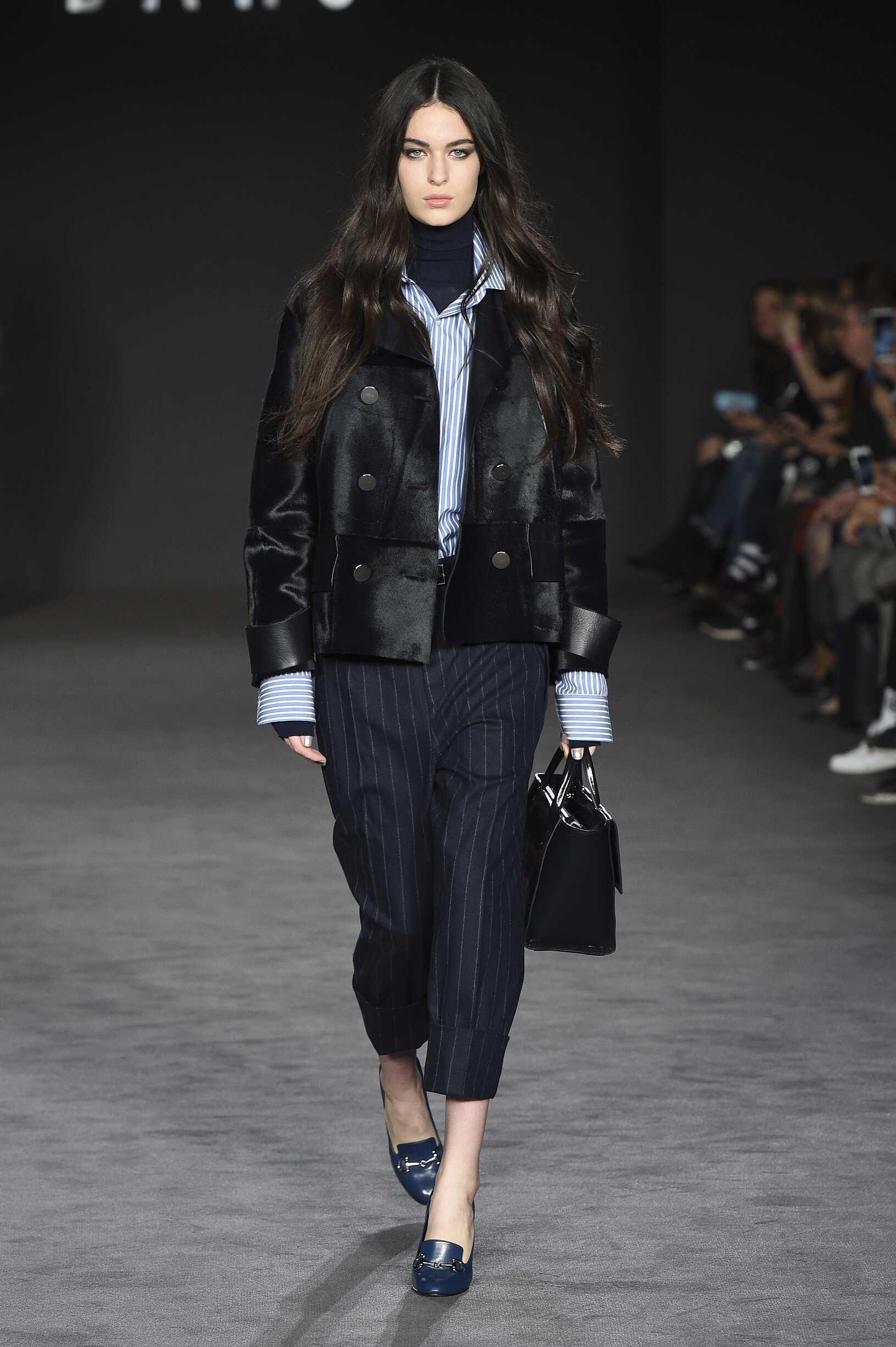 Woman Model Fashion Show Daks