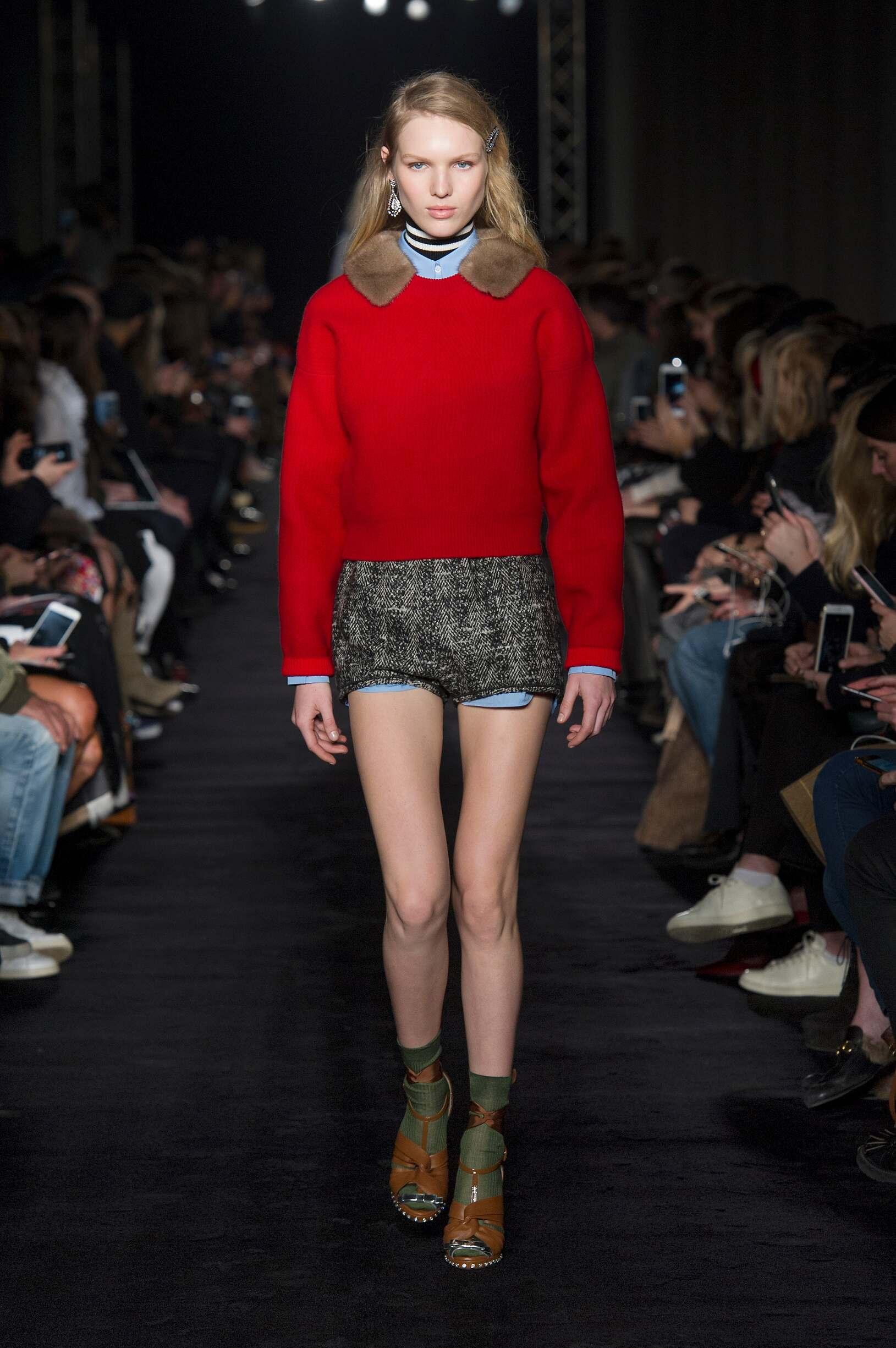 Woman Model Fashion Show N°21