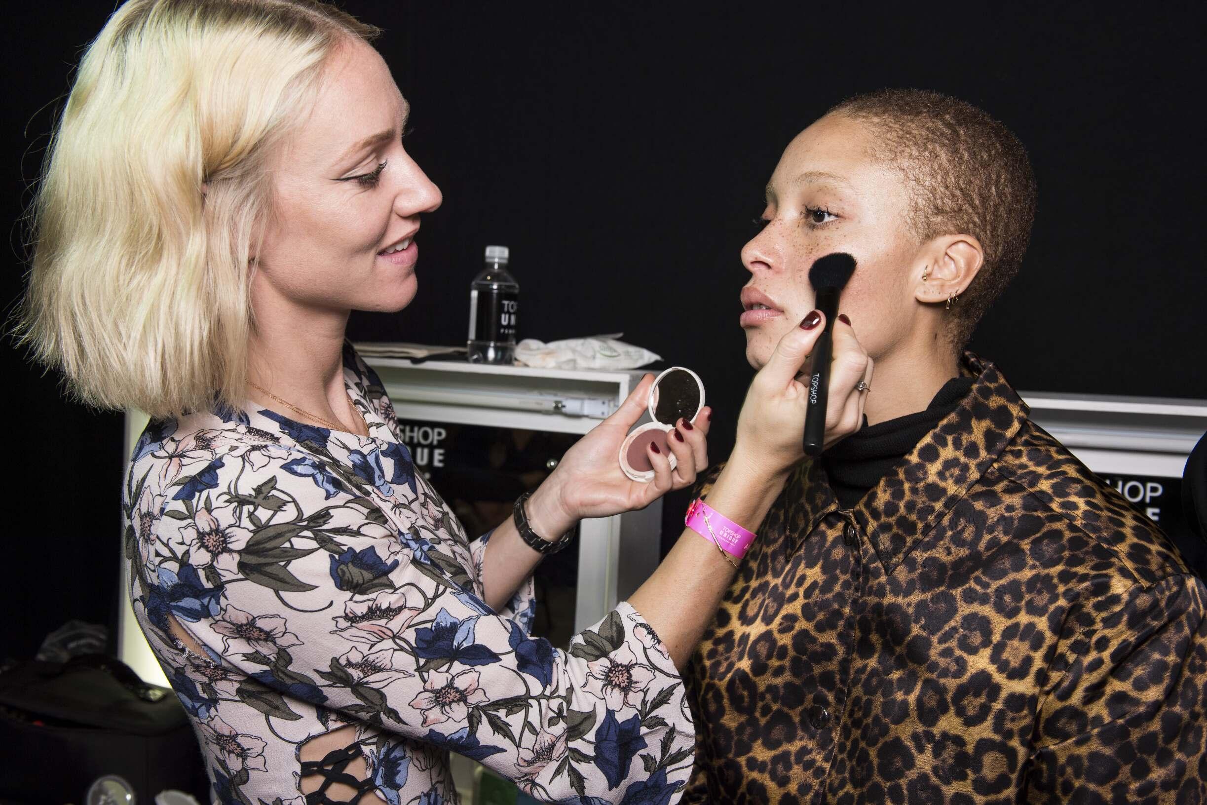 Woman Topshop Unique Makeup 2017