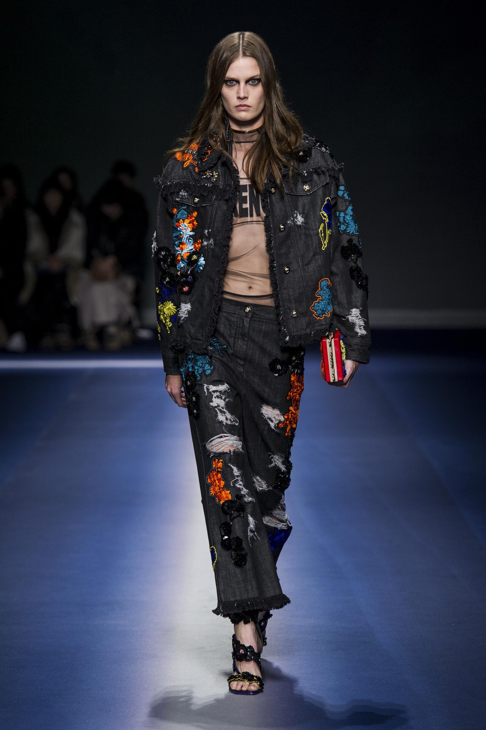 Women FW 2017 Versace Fashion Show Milan