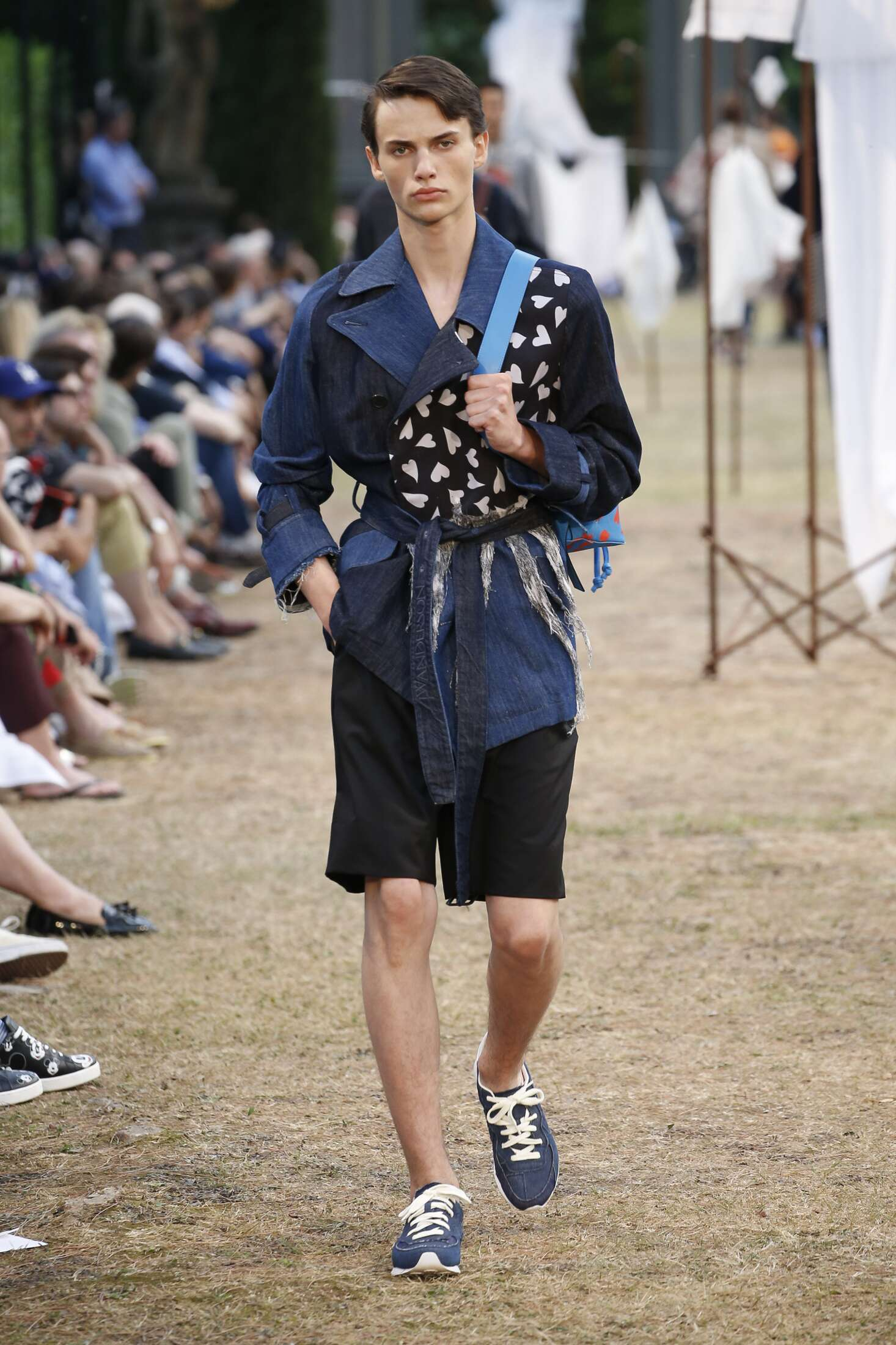 2018 Catwalk J.W. Anderson Man Fashion Show Summer