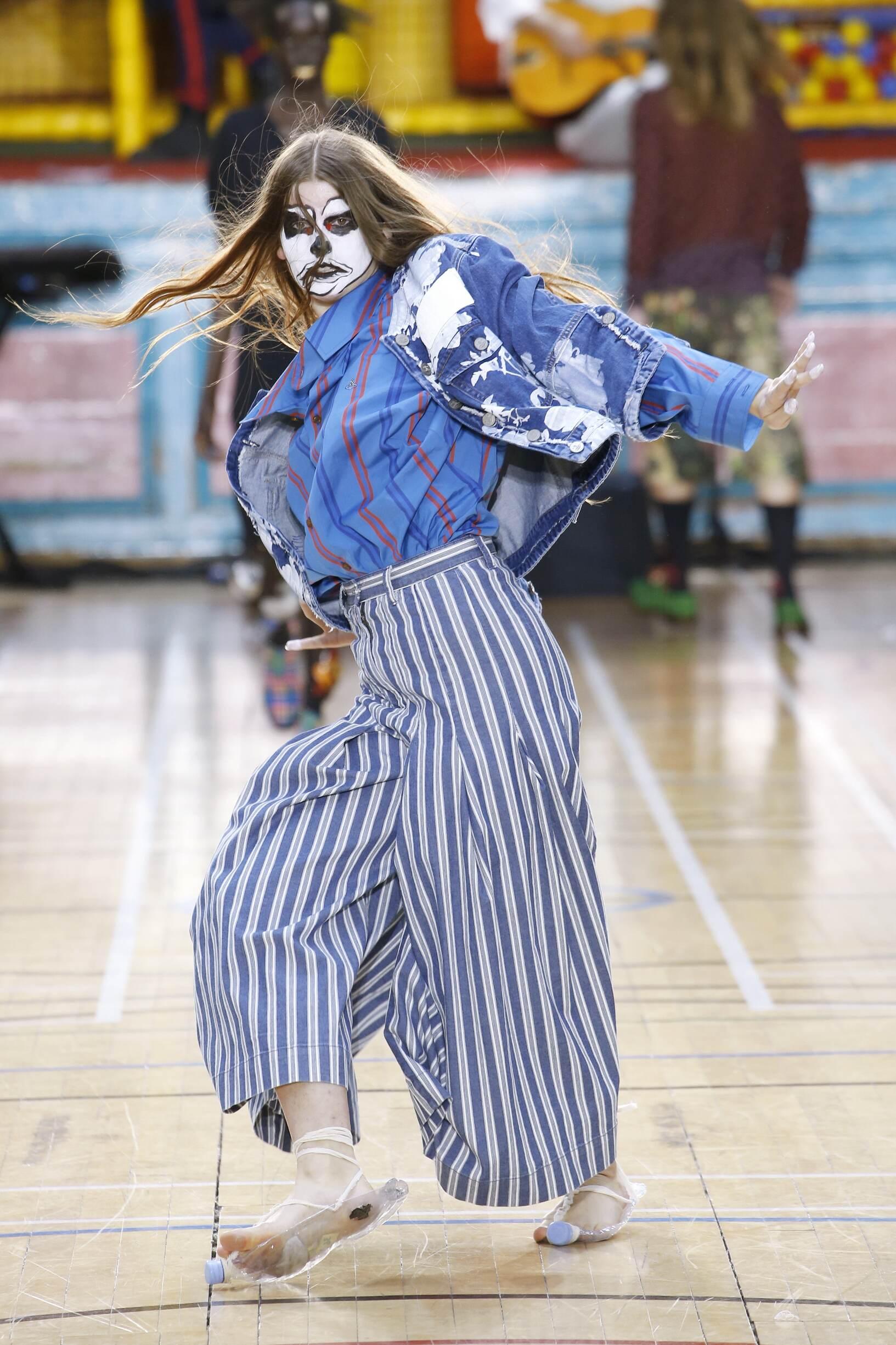 2018 Vivienne Westwood Woman Catwalk