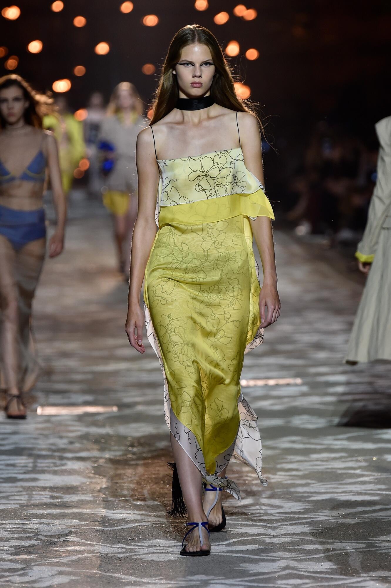 Catwalk Hugo Woman Fashion Show Summer 2018