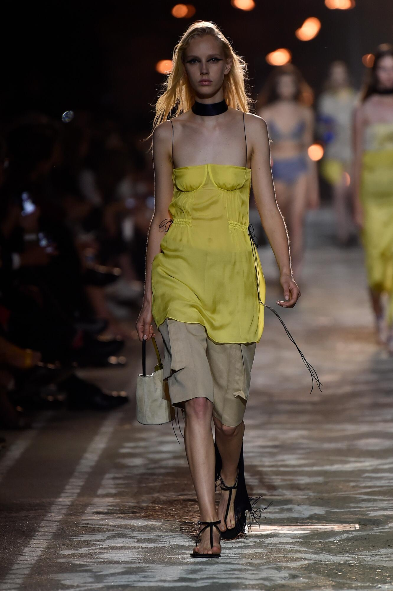 Hugo Woman Summer 2018 Catwalk