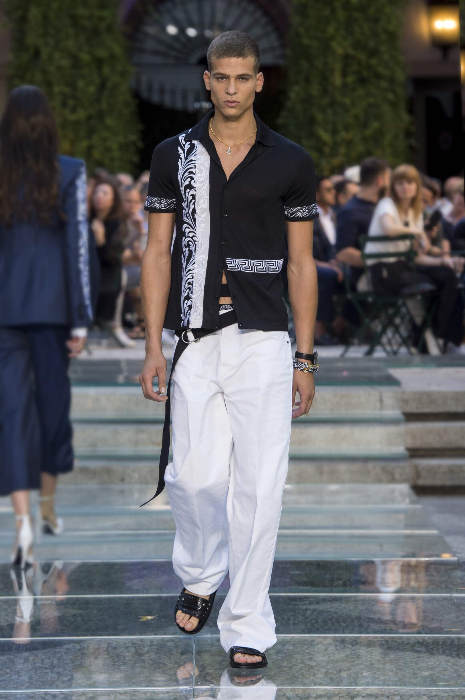 Runway Versace Spring Summer 2018 Men's Collection Milan Fashion Week