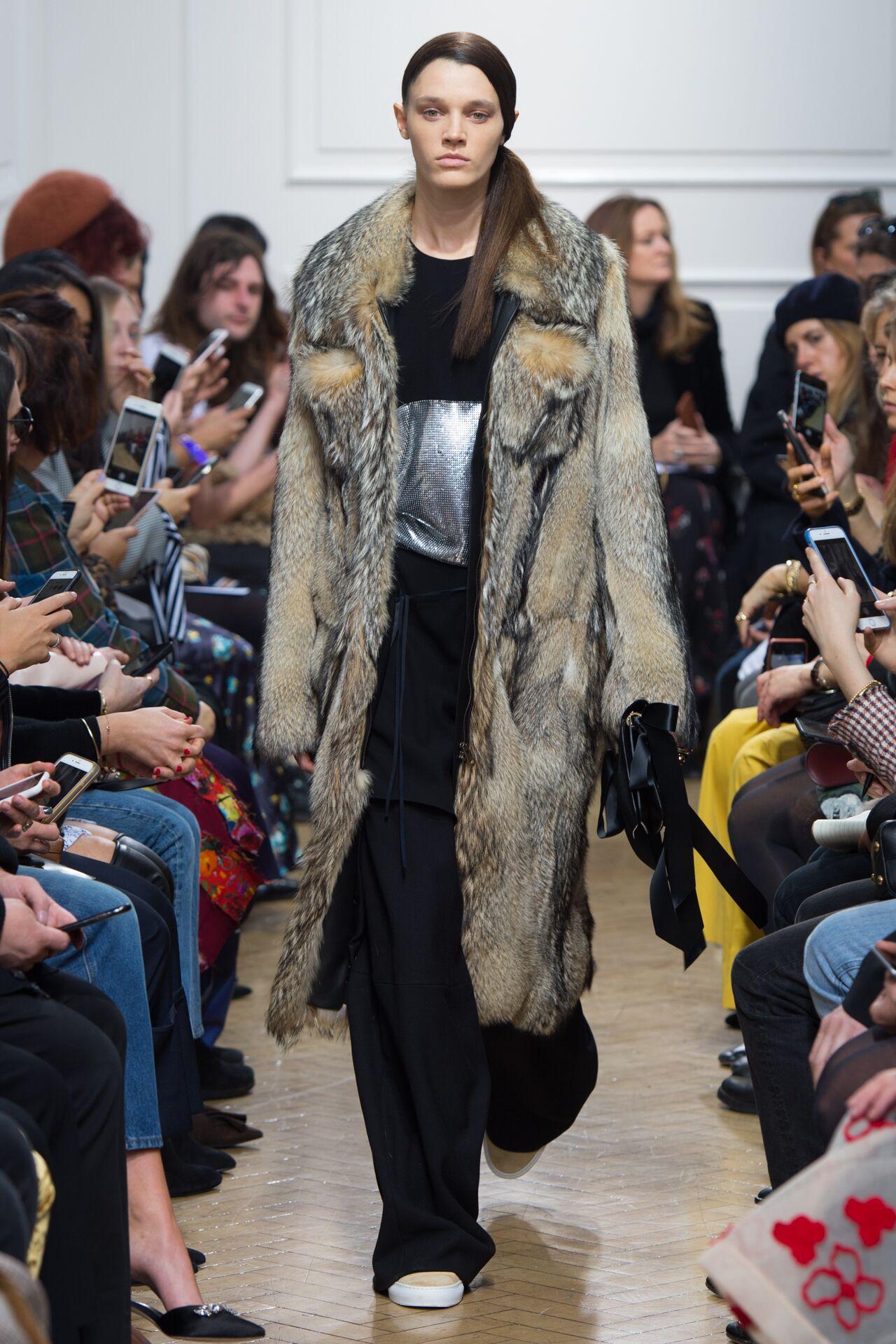 Woman FW 2017-18 Fashion Show J.W. Anderson