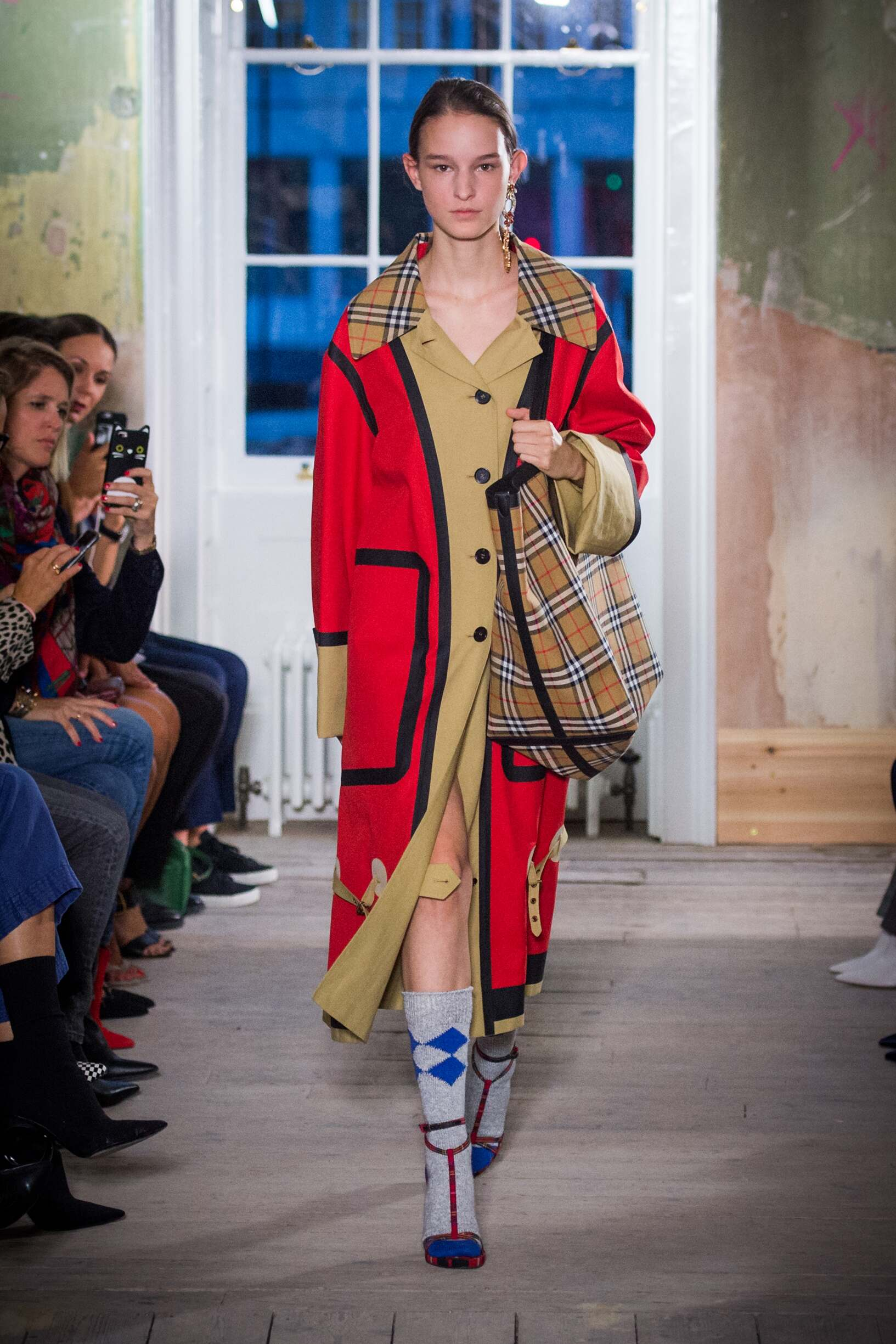 Burberry september 2017 collection the skinny beep - Burberry fashion show ...