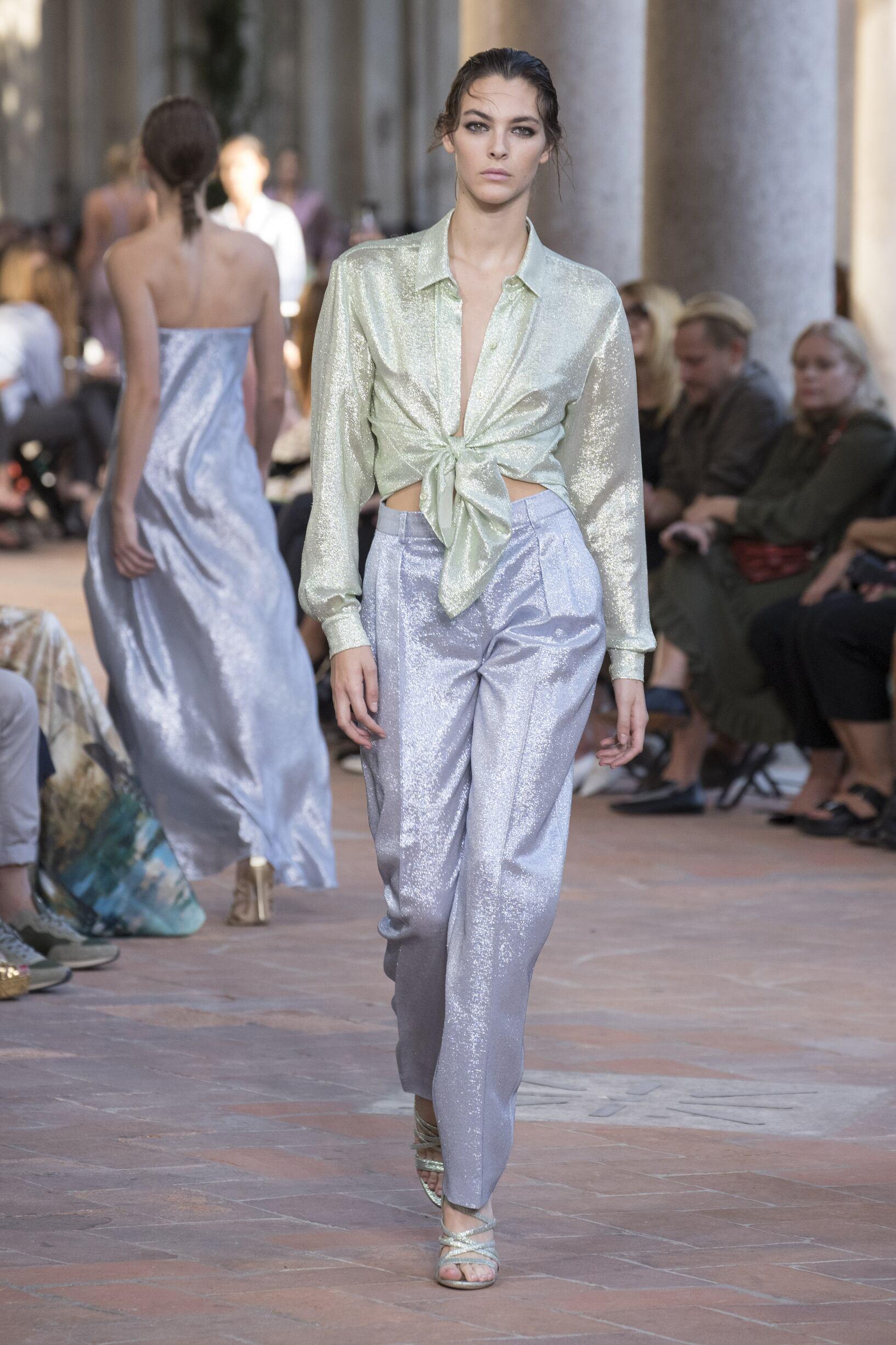 2018 Alberta Ferretti Catwalk Milan Fashion Week