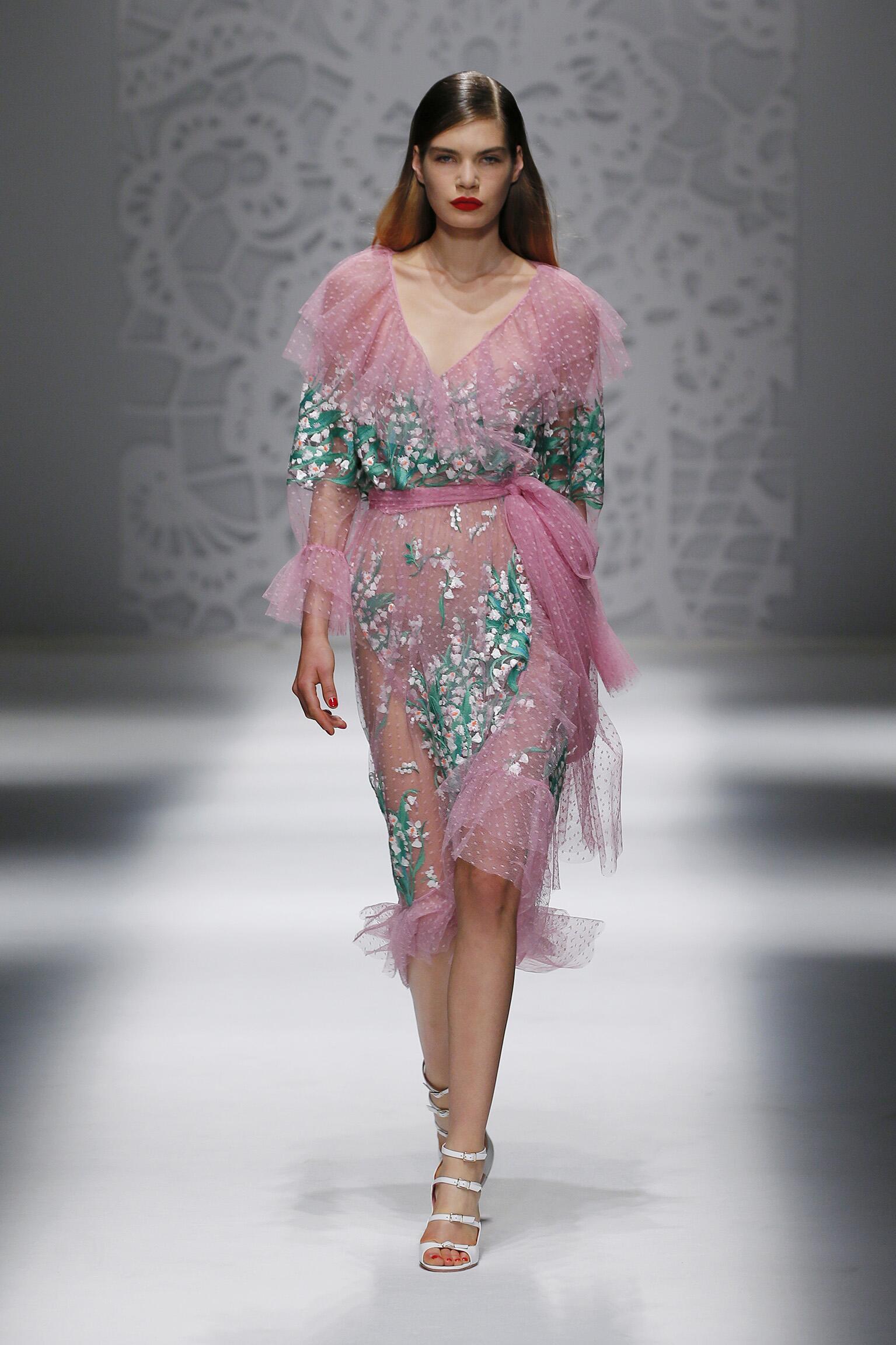 2018 Catwalk Blumarine Woman Fashion Show Summer