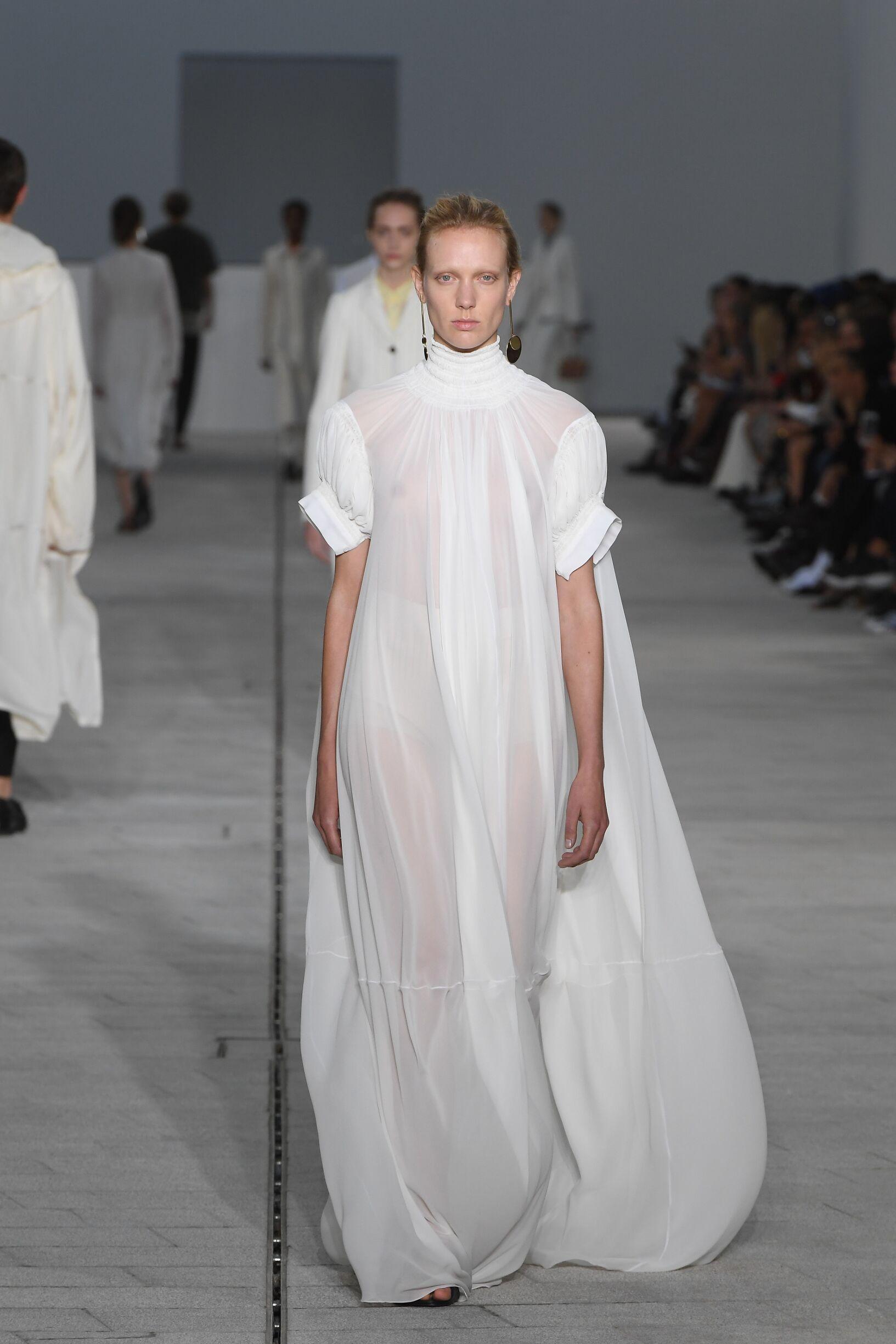2018 Catwalk Jil Sander Woman Fashion Show Summer